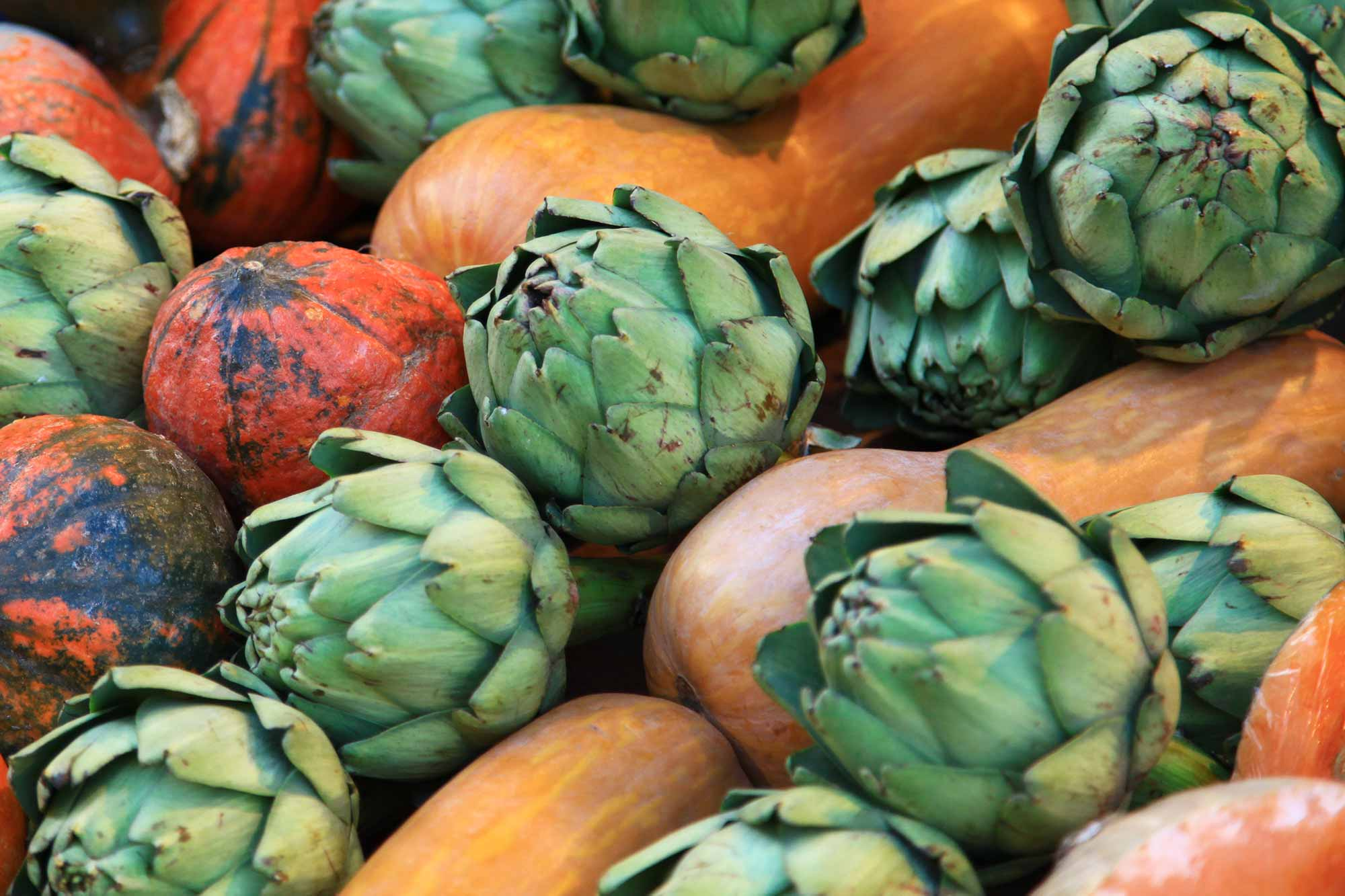 Fresh pumpkins and artichokes at Naschmarkt in Vienna, Austria. © Ulli Maier & Nisa Maier