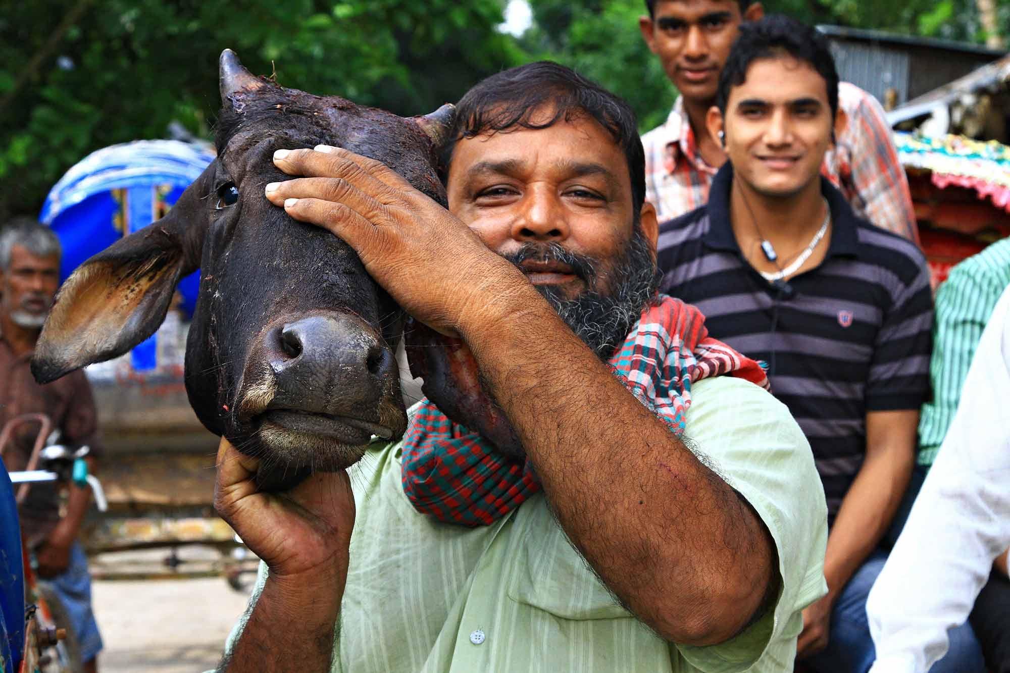 A man with a bull's head in Dhaka, Bangladesh. © Ulli Maier & Nisa Maier