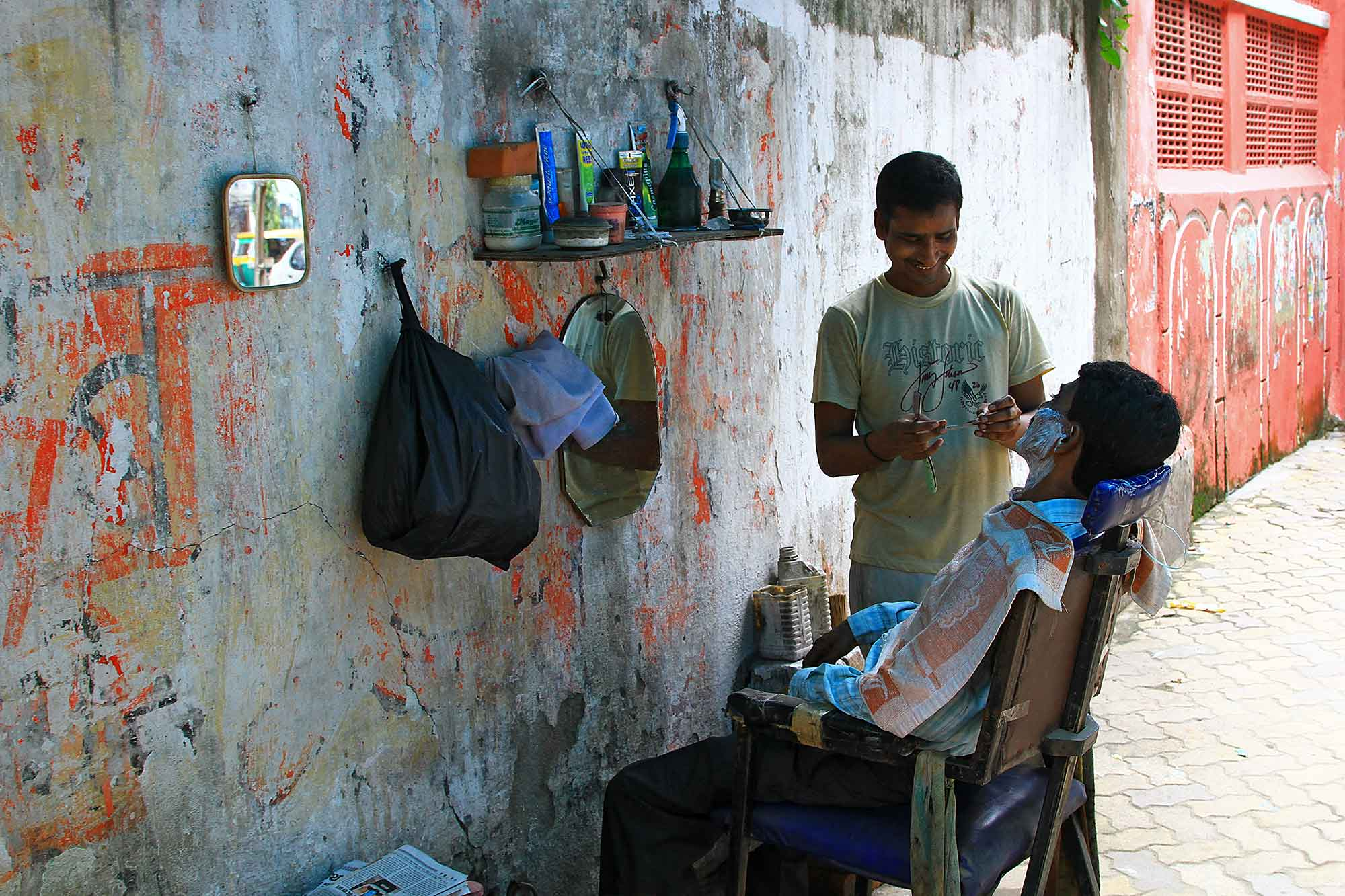 barber-shop-side-street-varanasi-india