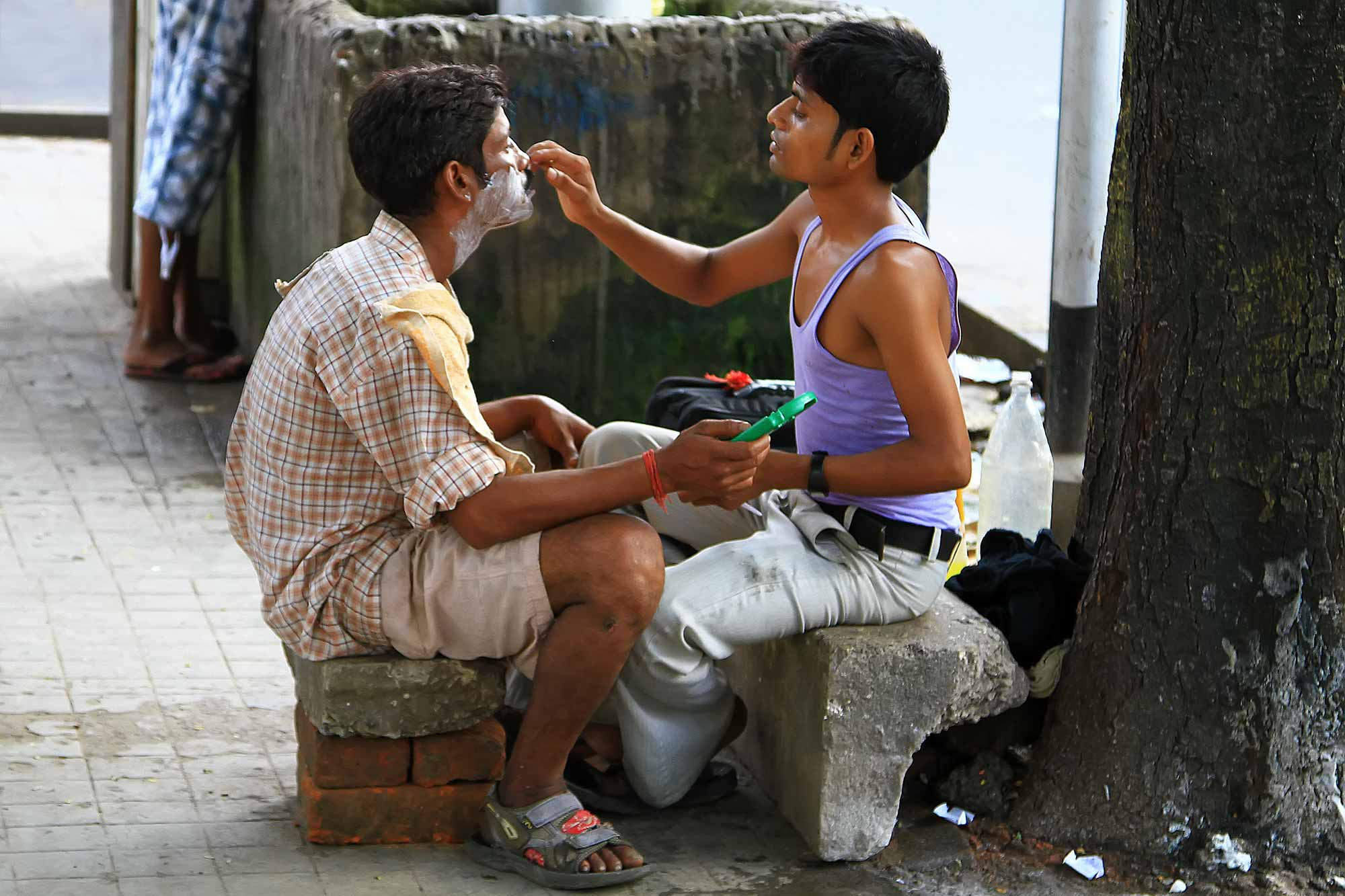 barber-shop-street-kolkata-india-1