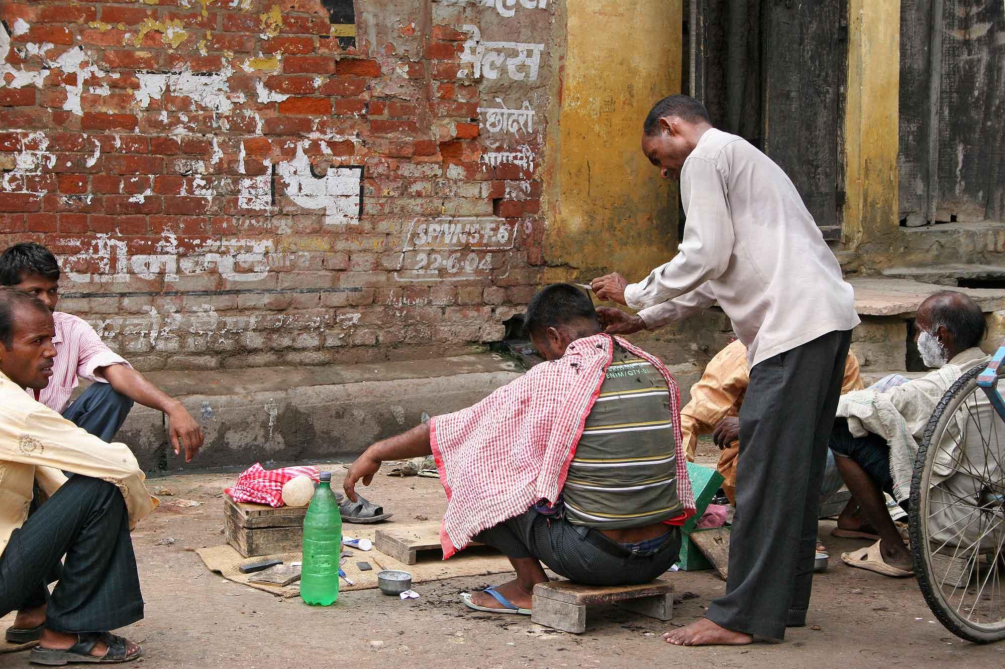 barber-shop-streets-varanasi-india