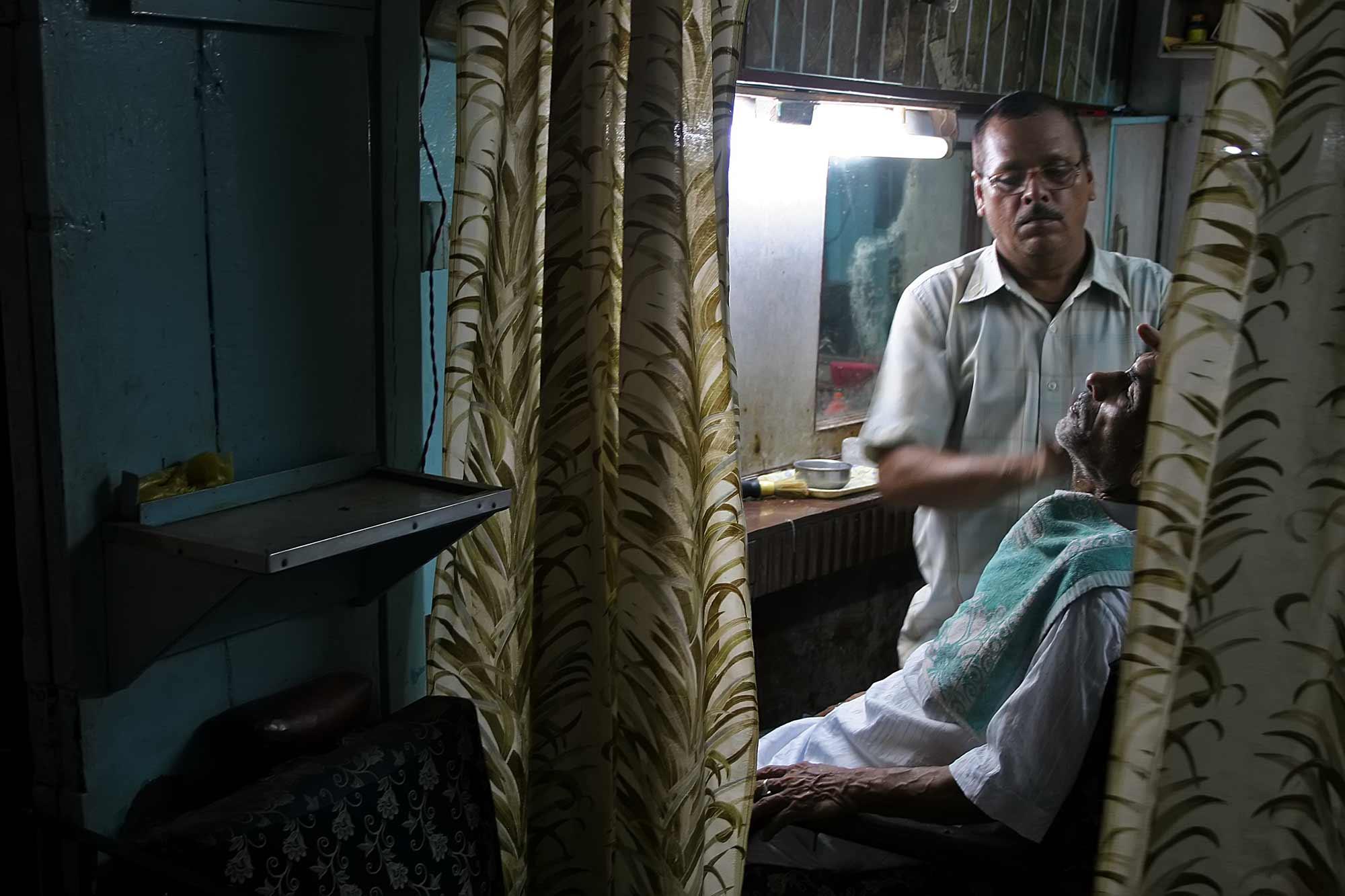 barber-shop-varanasi-india