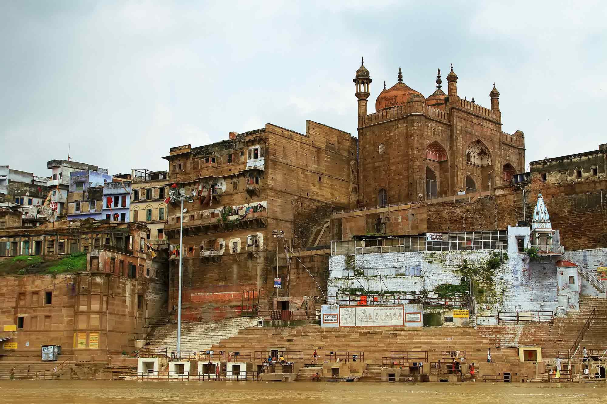 boat-ride-ganges-river-ghats-varanasi-india-2
