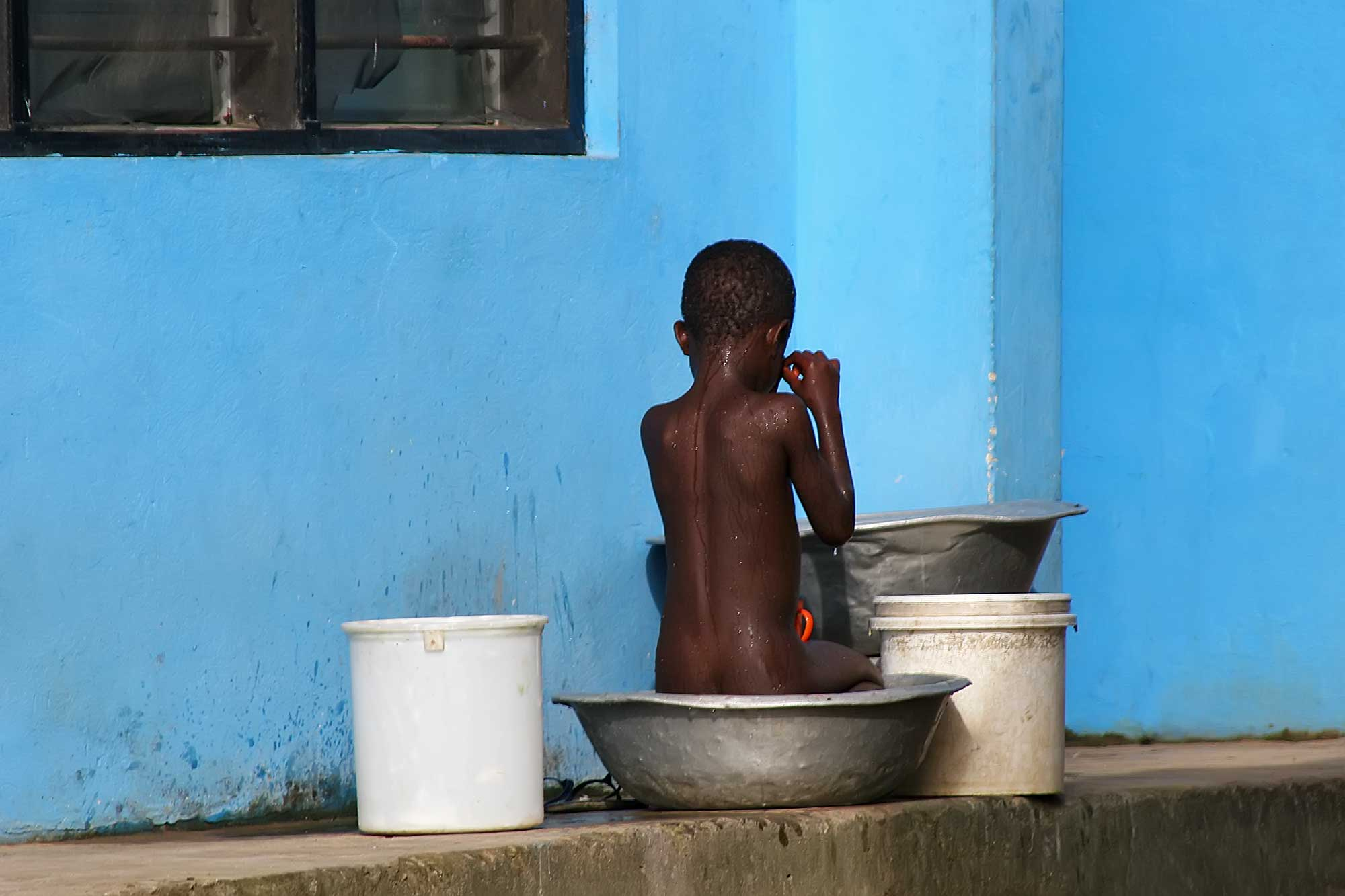 boy-and-the-blue-wall-ghana