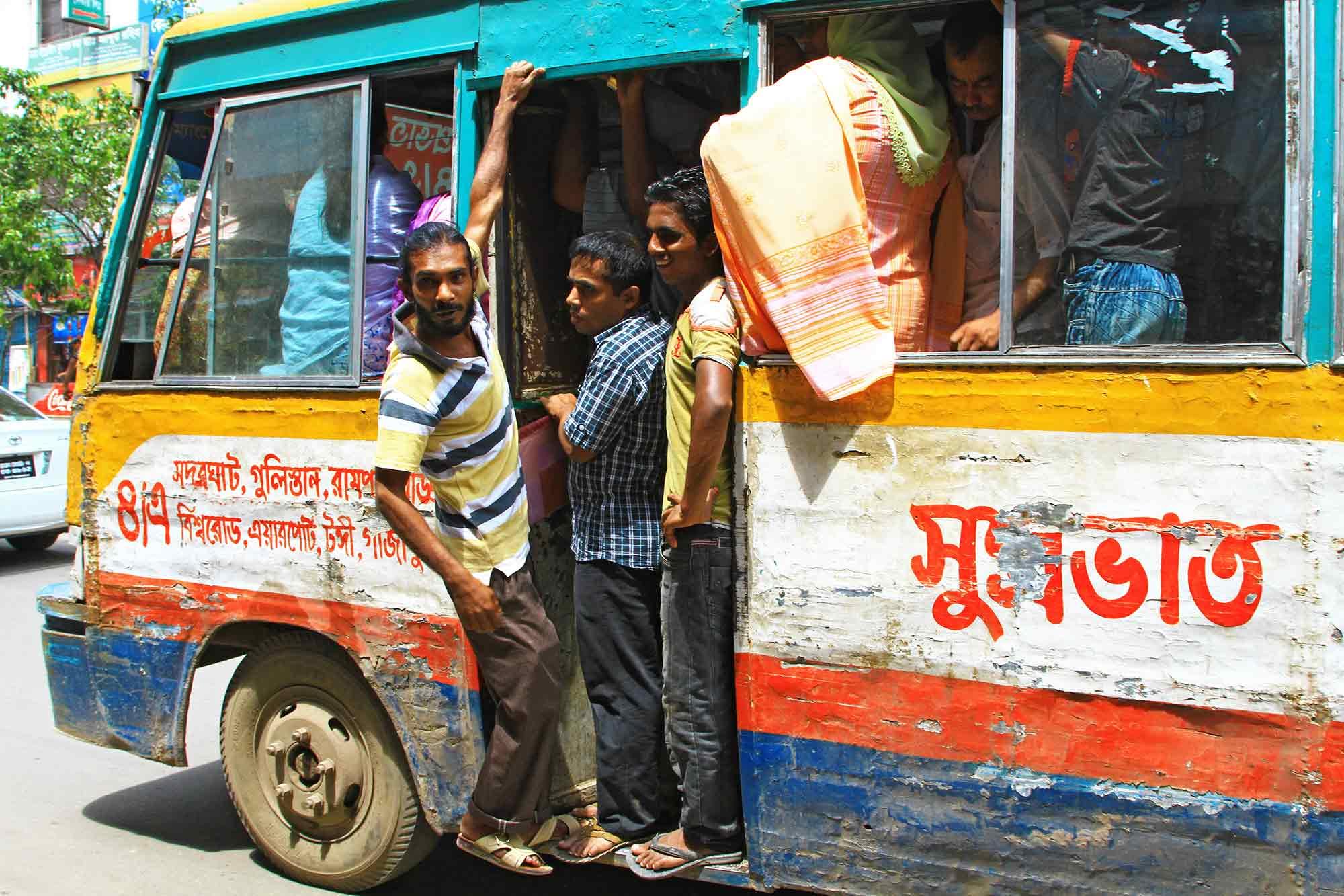 Bus transport in Dhaka. © Ulli Maier & Nisa Maier