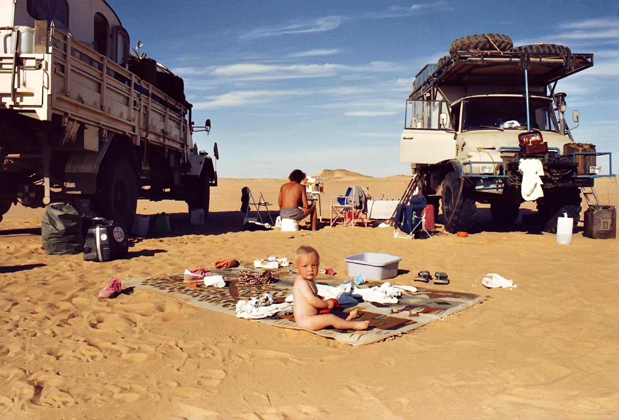 camping-desert-sudan-africa-baby-nisa