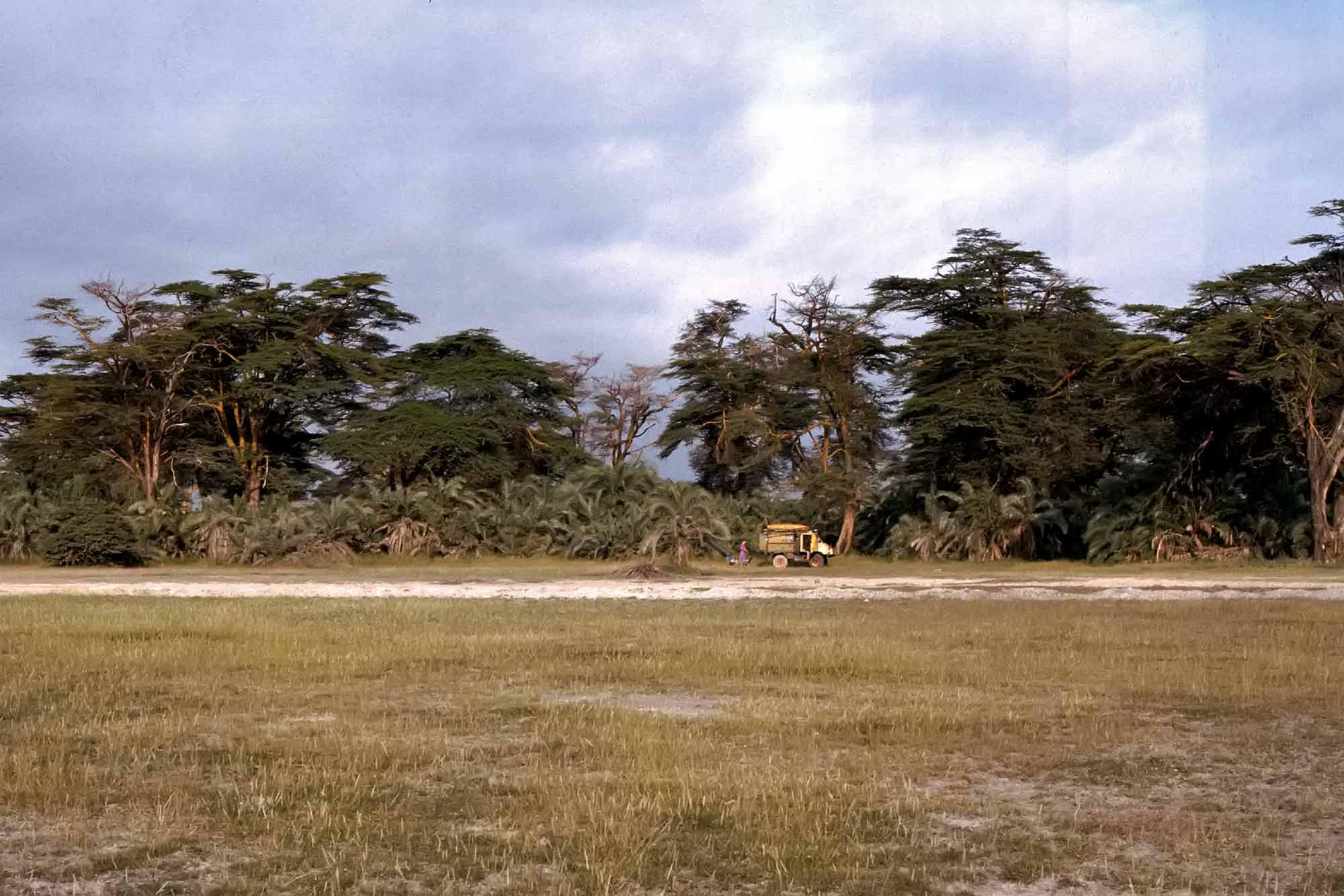 camping-kenya-amboseli-national-park-africa-unimog