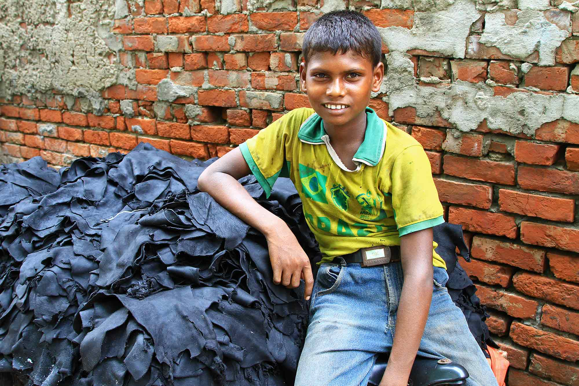 A boy working at the leather tanneries in Dhaka. © Ulli Maier & Nisa Maier