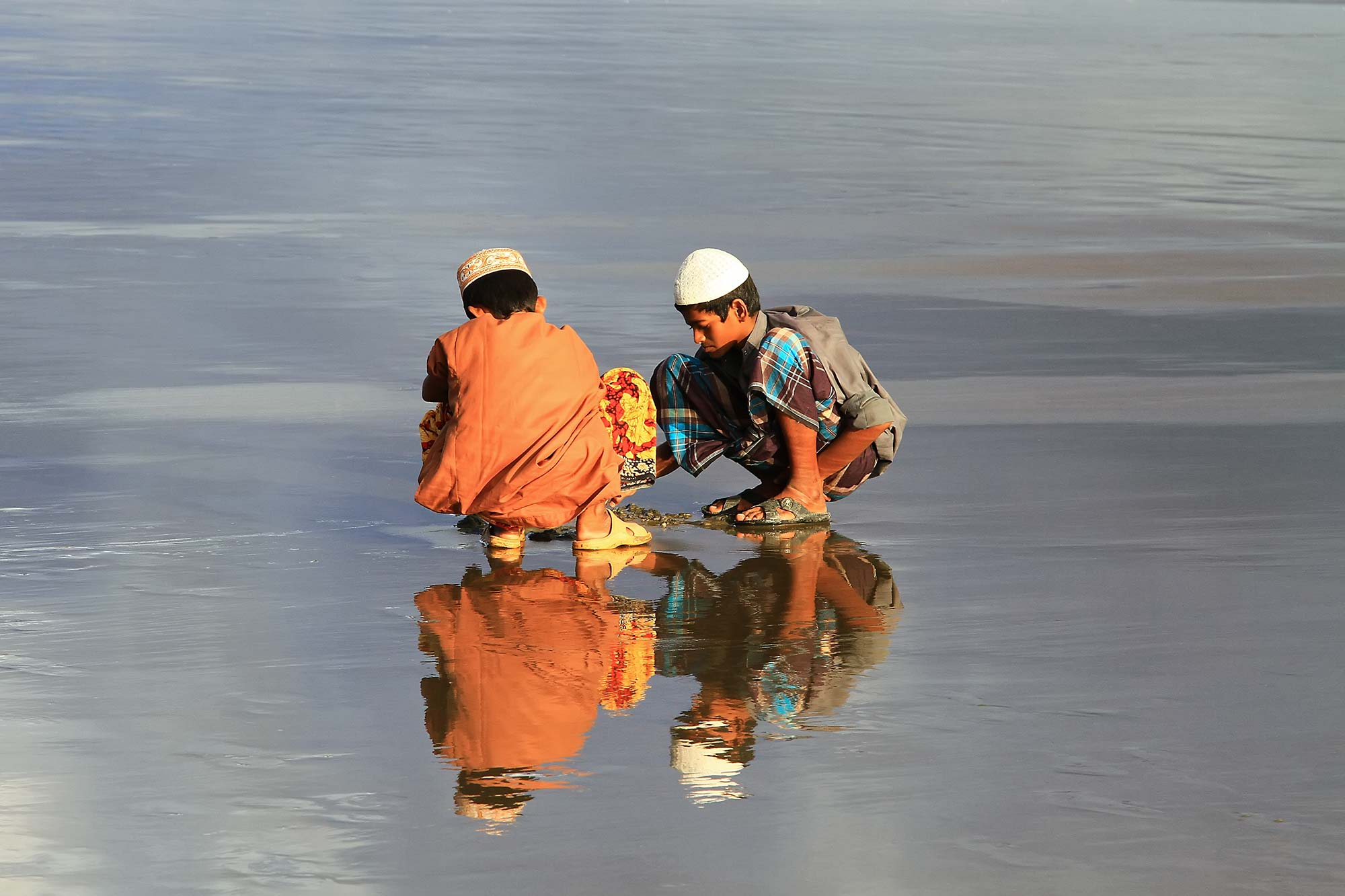 Reflections at Kuakata beach. © Ulli Maier & Nisa Maier