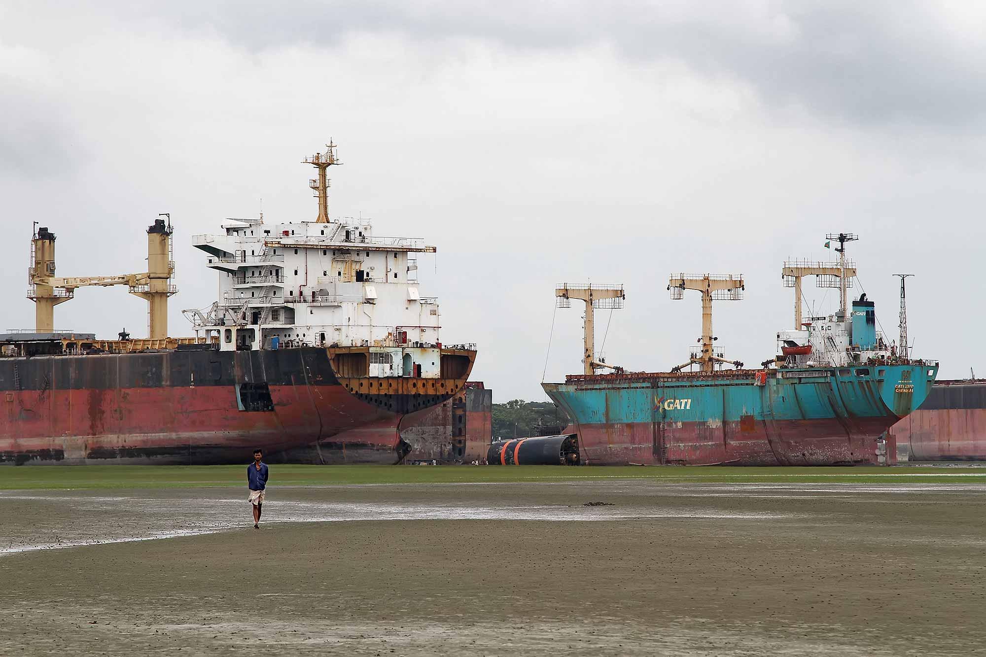 chittagong-ship-breaking-yard-bangladesh-3