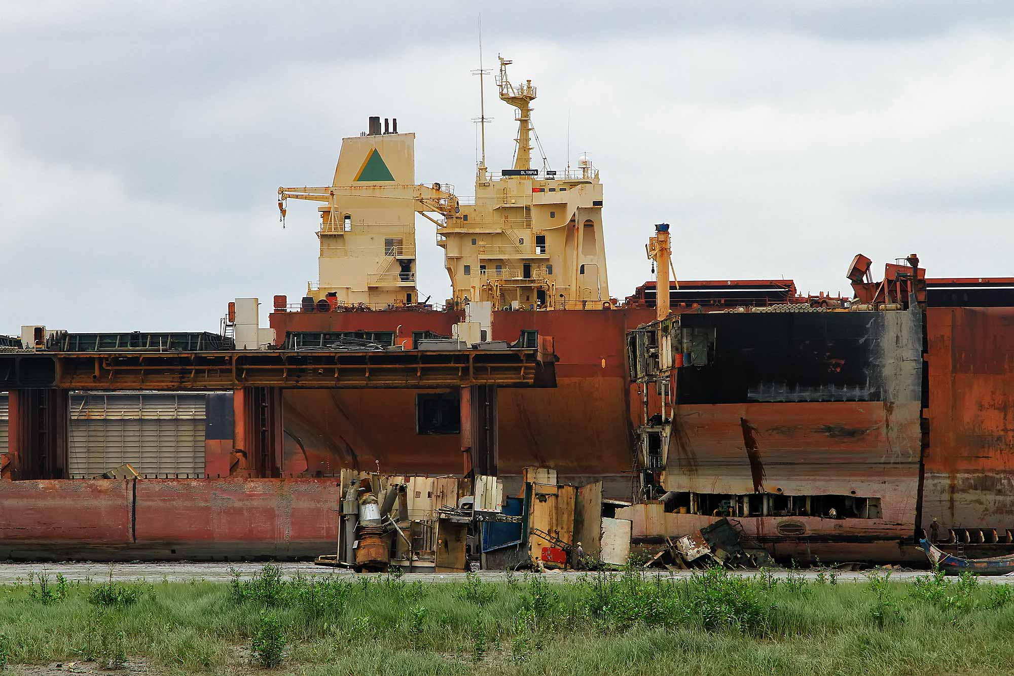 chittagong-ship-breaking-yarg-bangladesh-asia