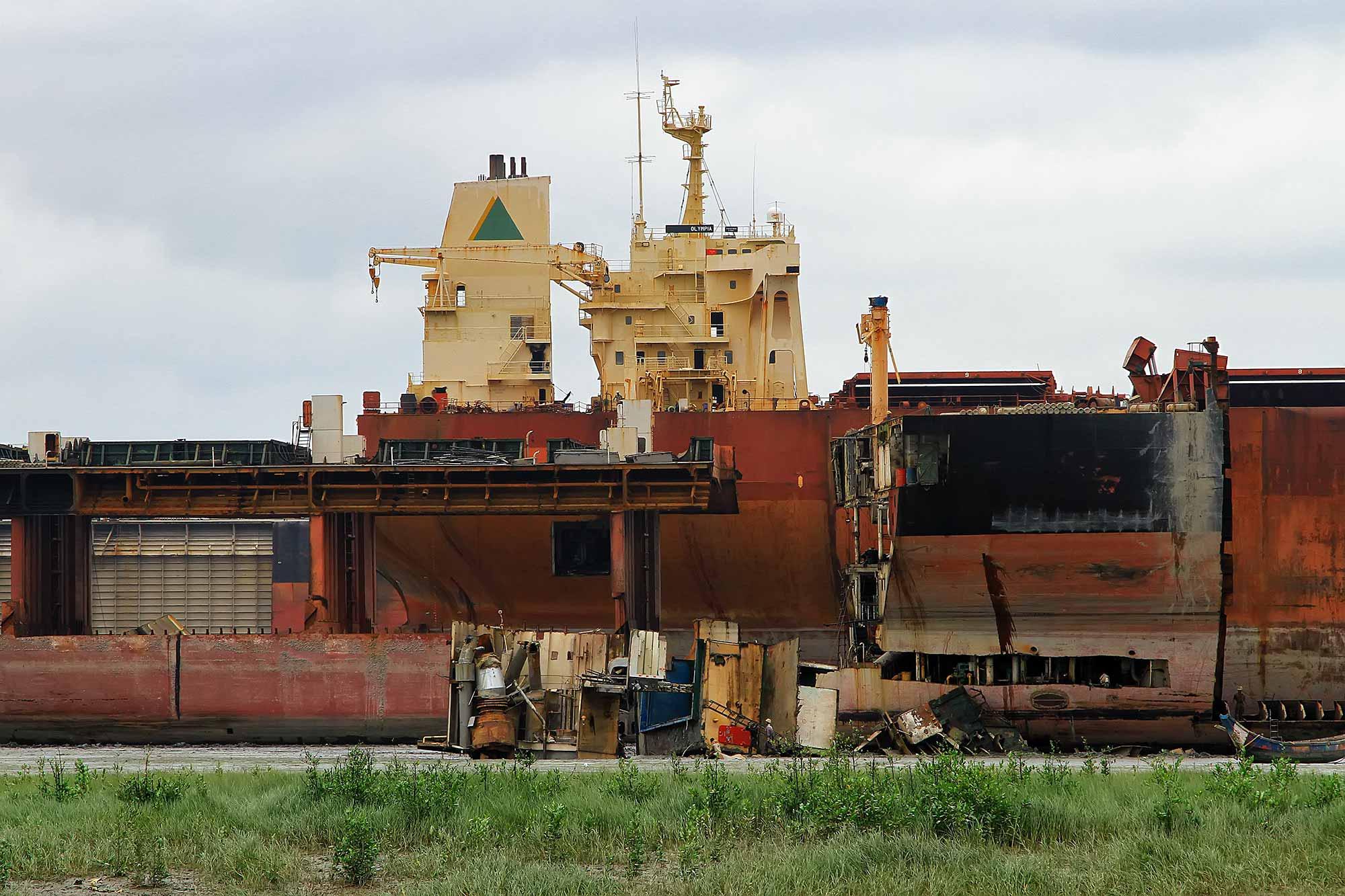 chittagong-ship-breaking-yarg-bangladesh-asia