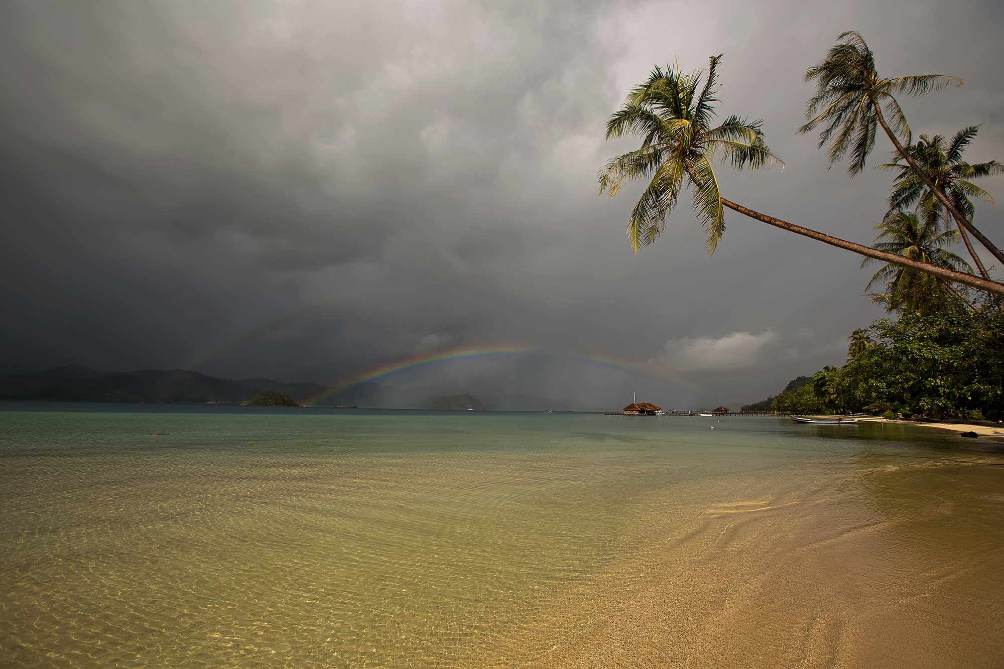 Another rainbow on Cubadak island in West Sumatra, Indonesia. © Ulli Maier & Nisa Maier