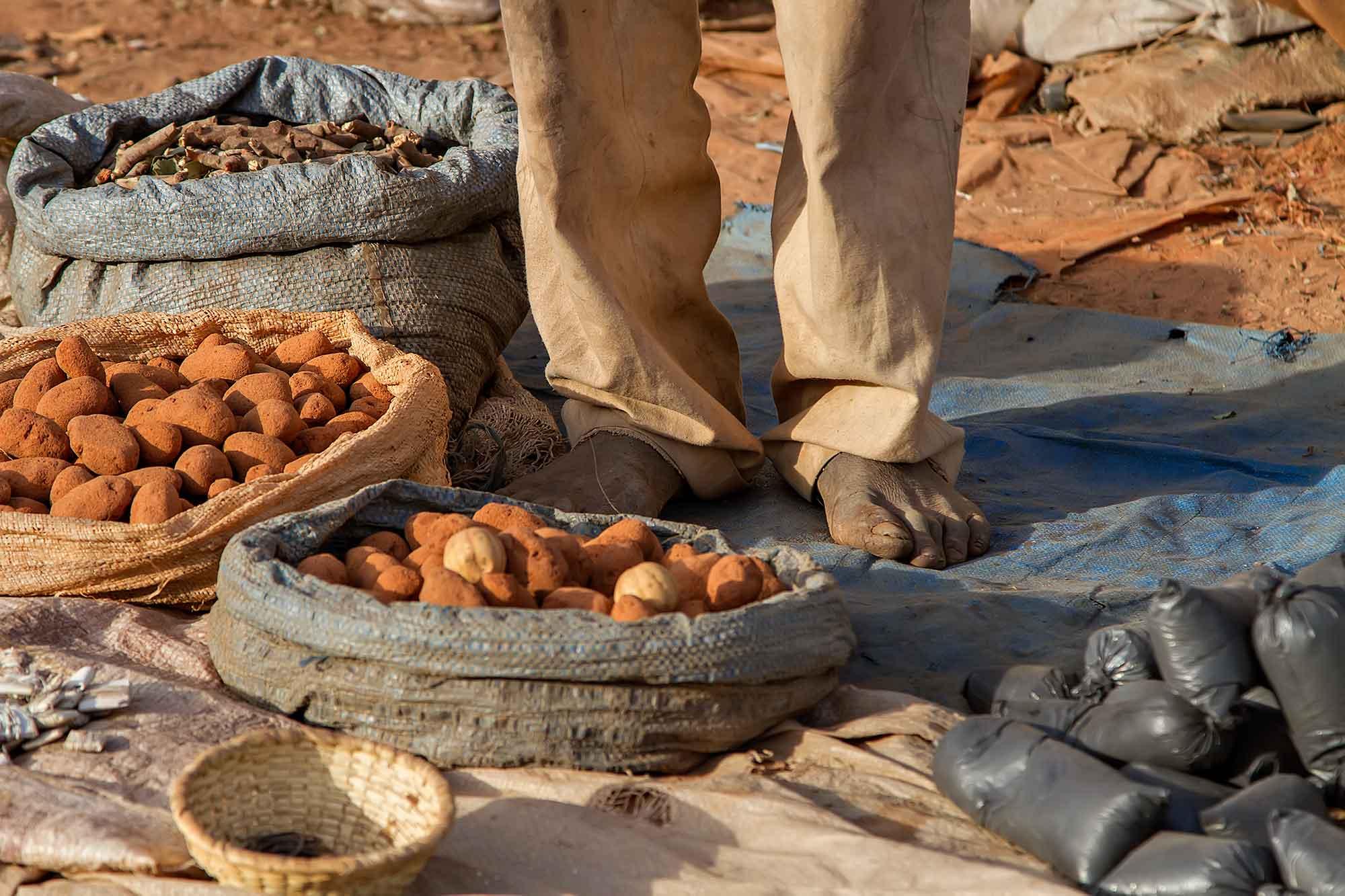 feet-voodeoo-man-banfora-burkina-faso-africa
