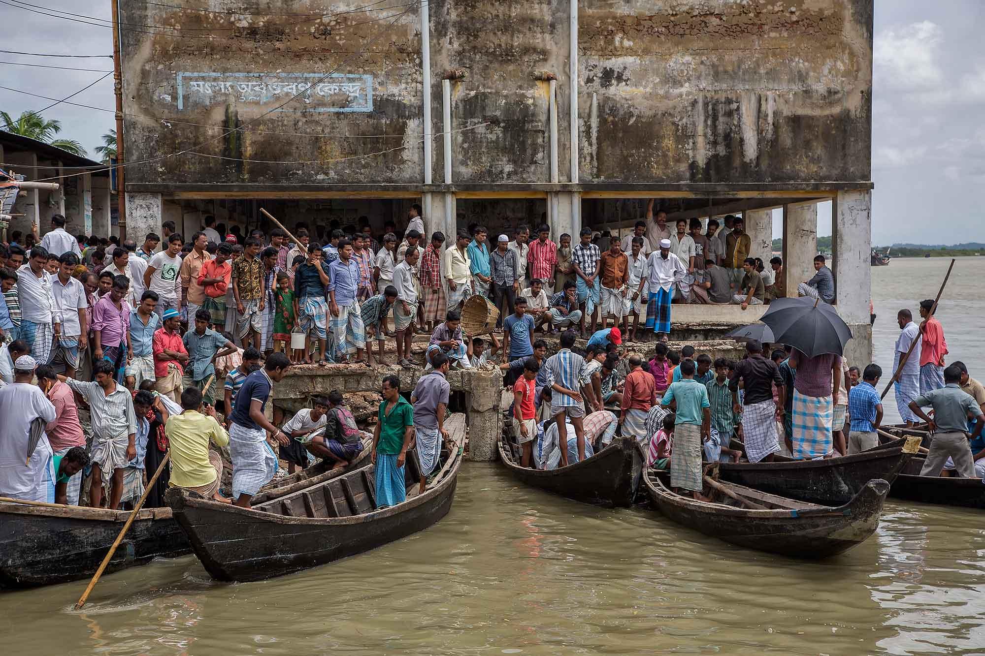 At the fish market in Cox's Bazar, Bangaldesh. © Ulli Maier & Nisa Maier
