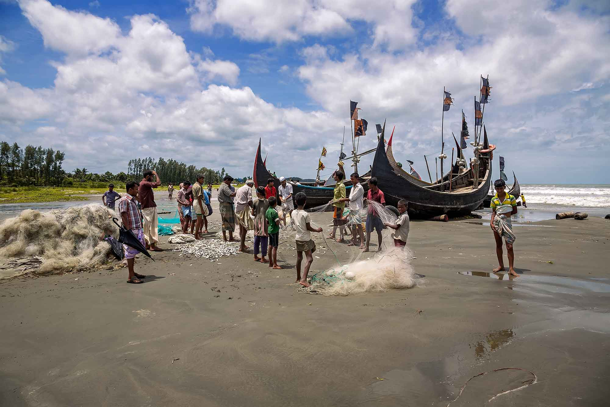Fishermen getting ready for a day out at sea near Cox's Bazaar, Bangladesh. © Ulli Maier & Nisa Maier