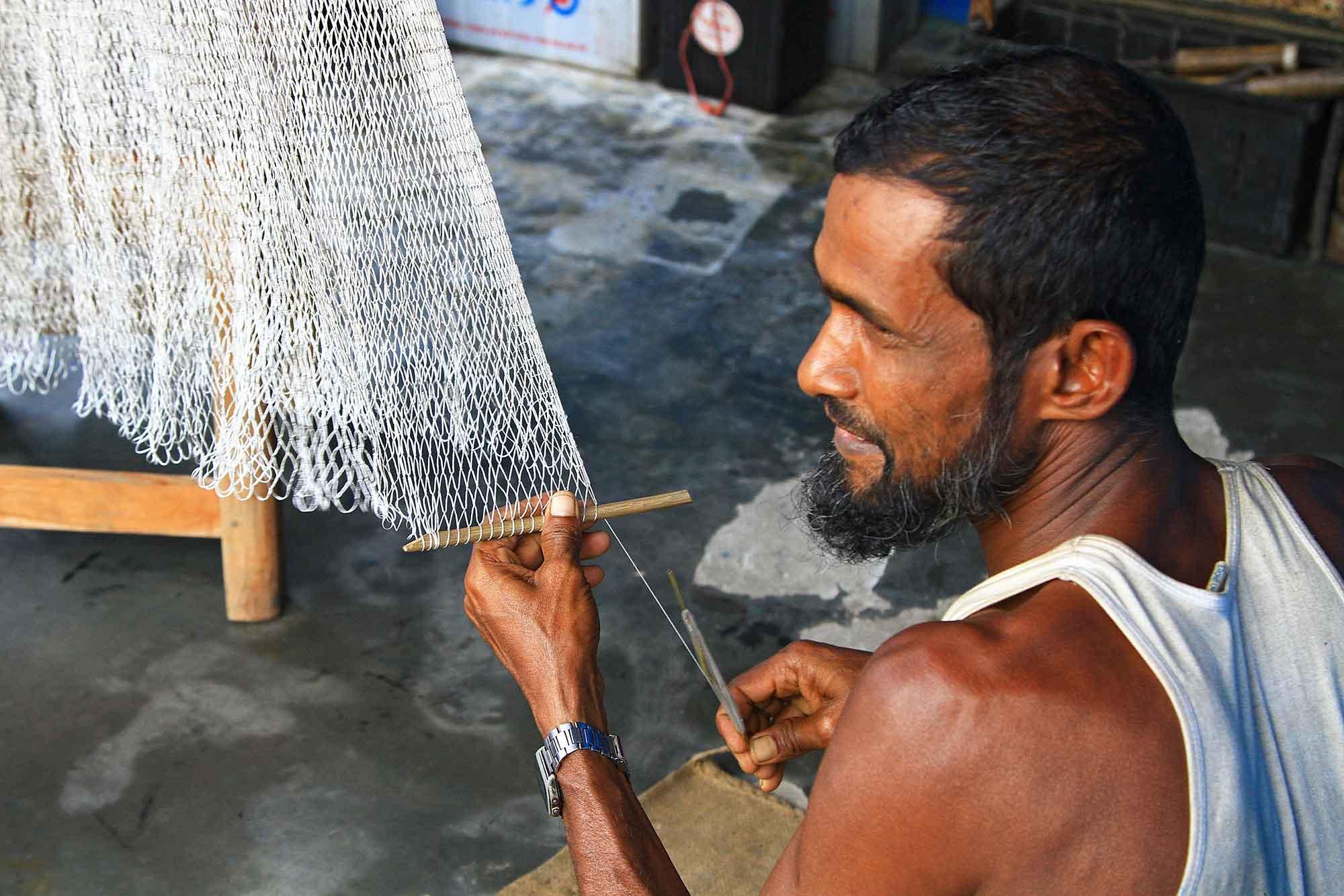 Fishing net production by hand in Kuakata. © Ulli Maier & Nisa Maier