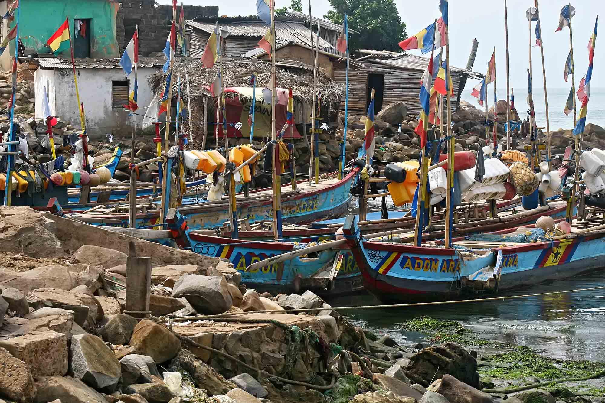 ghana-elina-fort-africa-boats