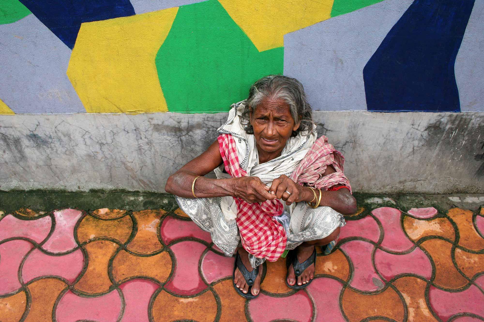 homeless-woman-kolkata-india