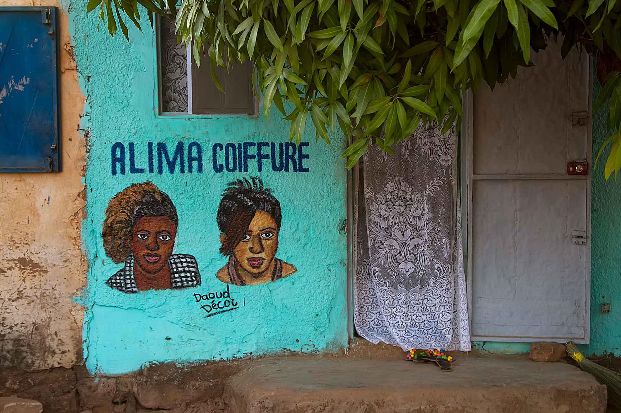 lady-hairdresser-burkina-faso-africa-1-copy