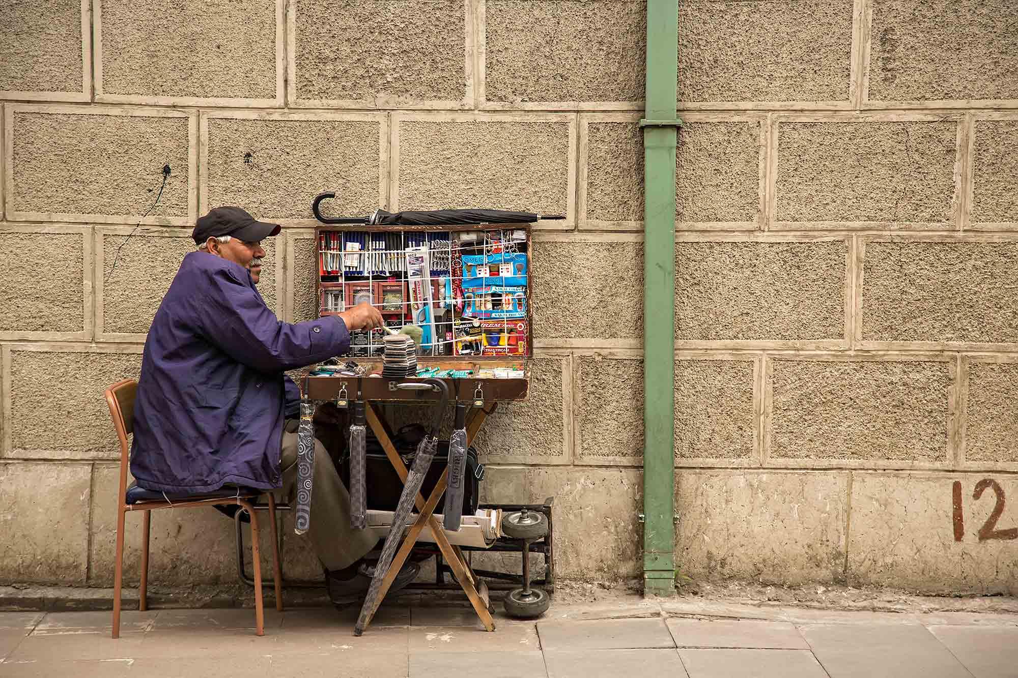 Street Vendor in Istanbul, Turkey. © Ulli Maier & Nisa Maier
