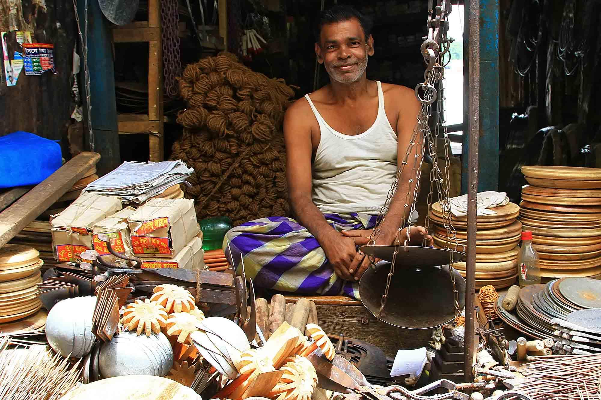 A market vendor in Khulna. © Ulli Maier & Nisa Maier