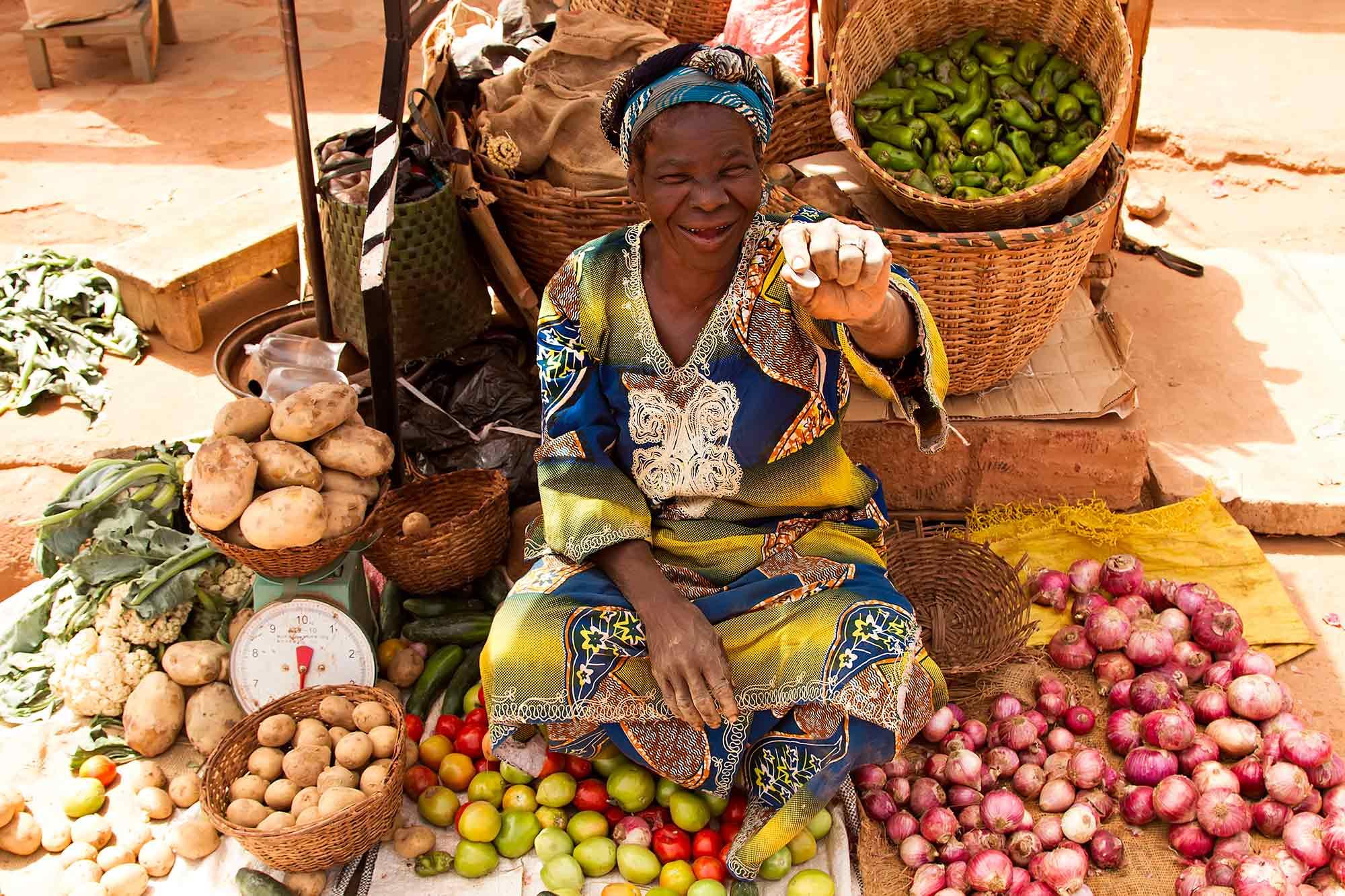 Market woman in Ouagadougou, Burkina Faso. © Ulli Maier & Nisa Maier