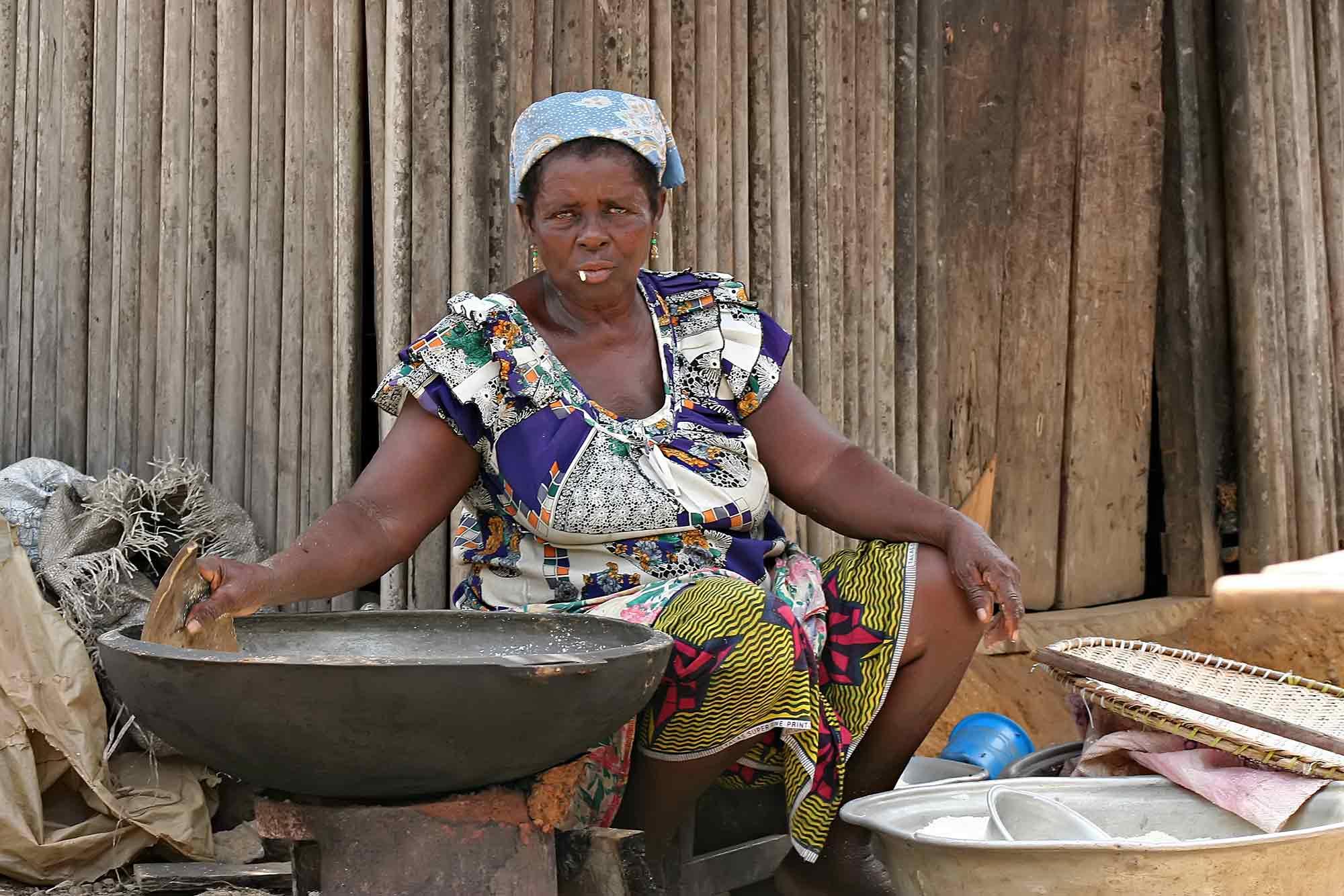 market-woman-takoradi-ghana