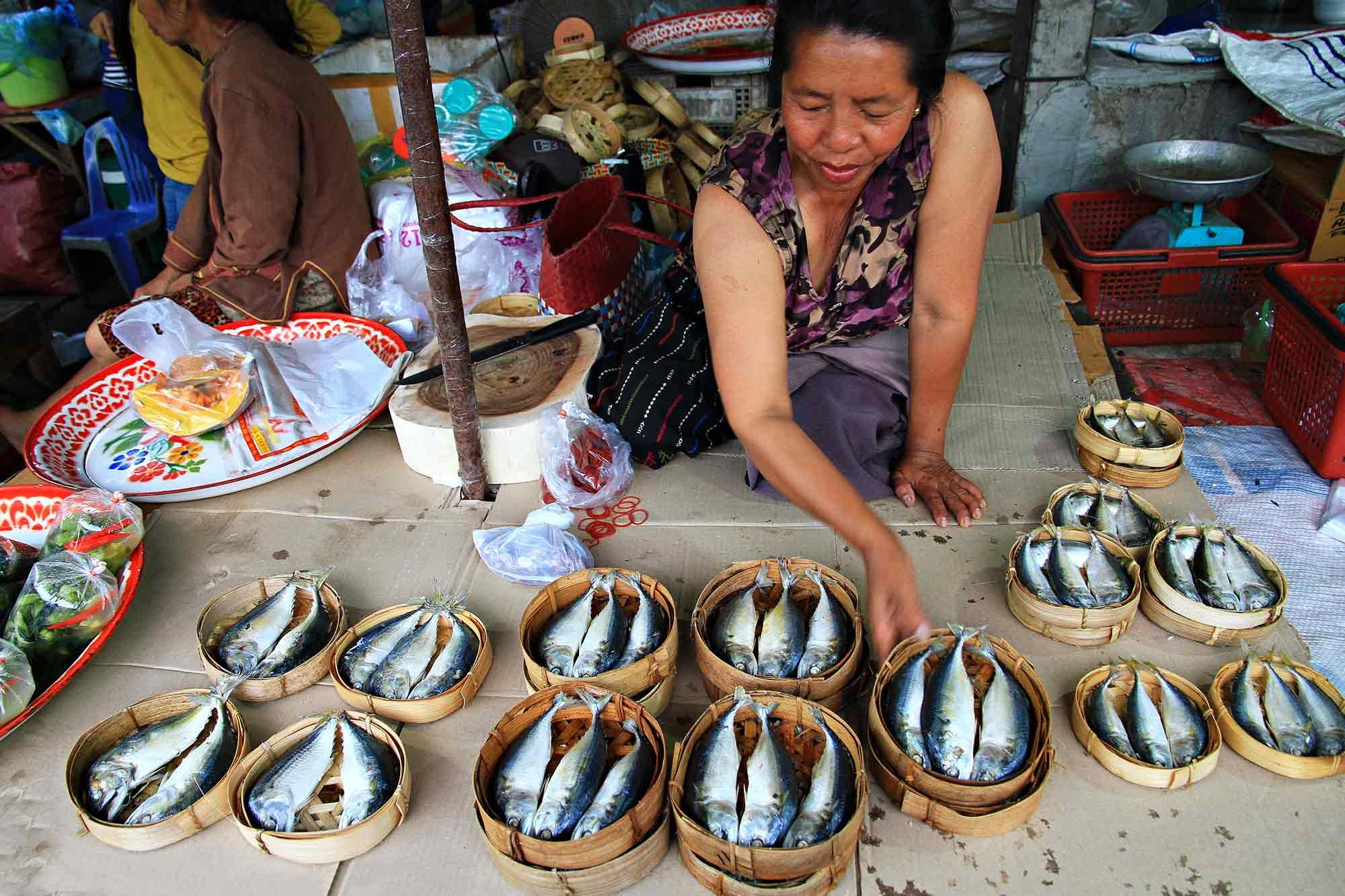 A market woman in Vientiane, Laos. © Ulli Maier & Nisa Maier