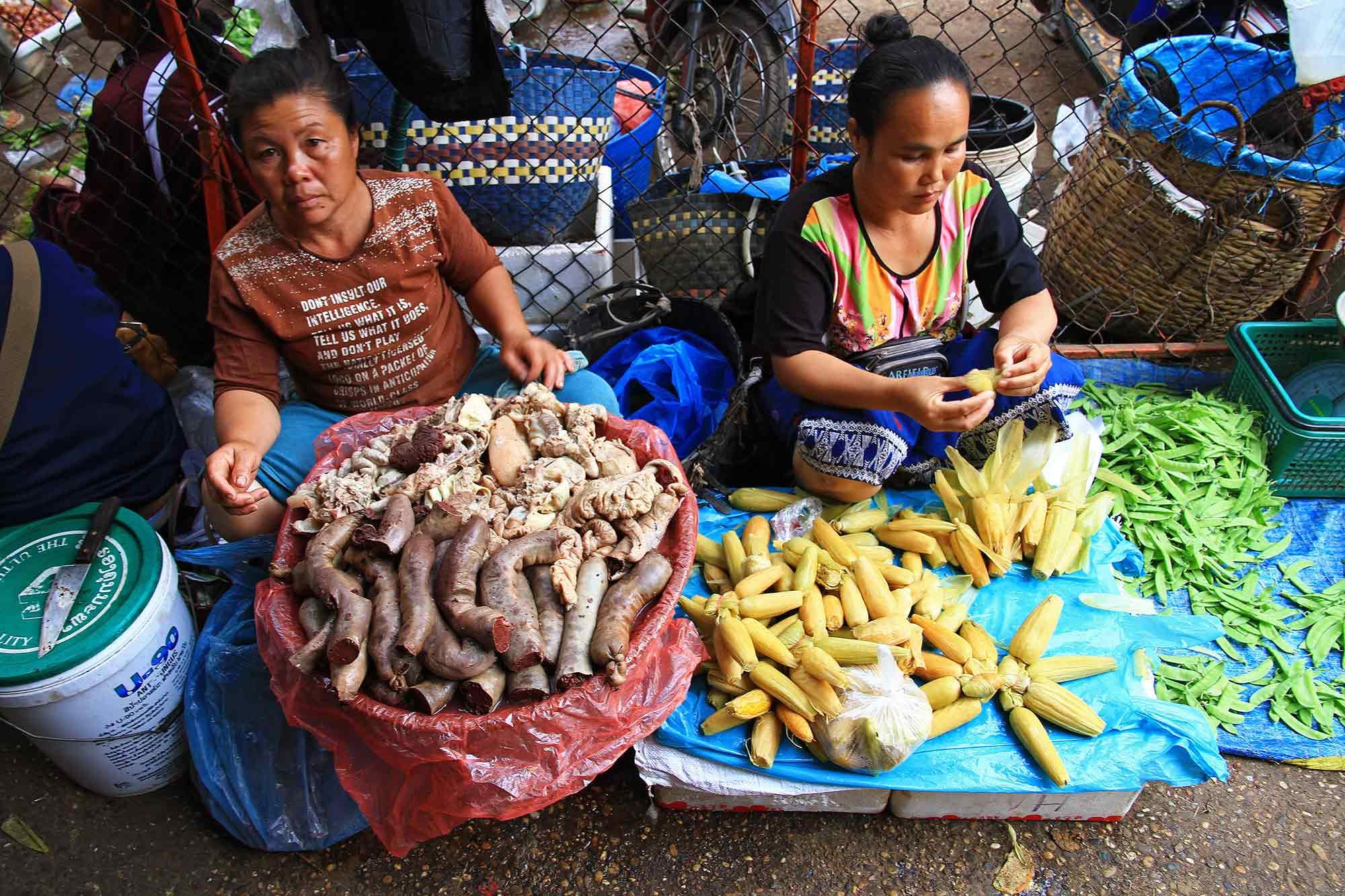 market-woman-vientiane-laos-4