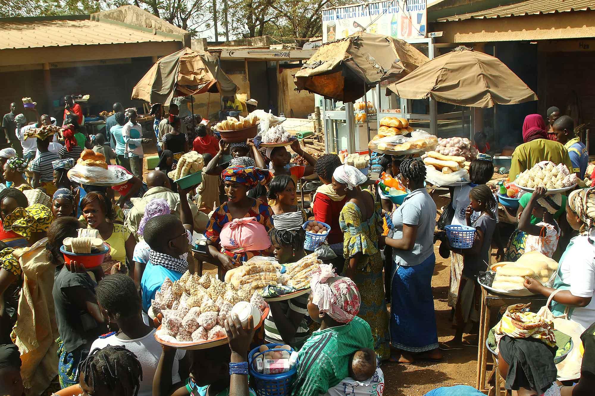 Market life in Bobo Dioulasso, Burkina Faso. © Ulli Maier & Nisa Maier