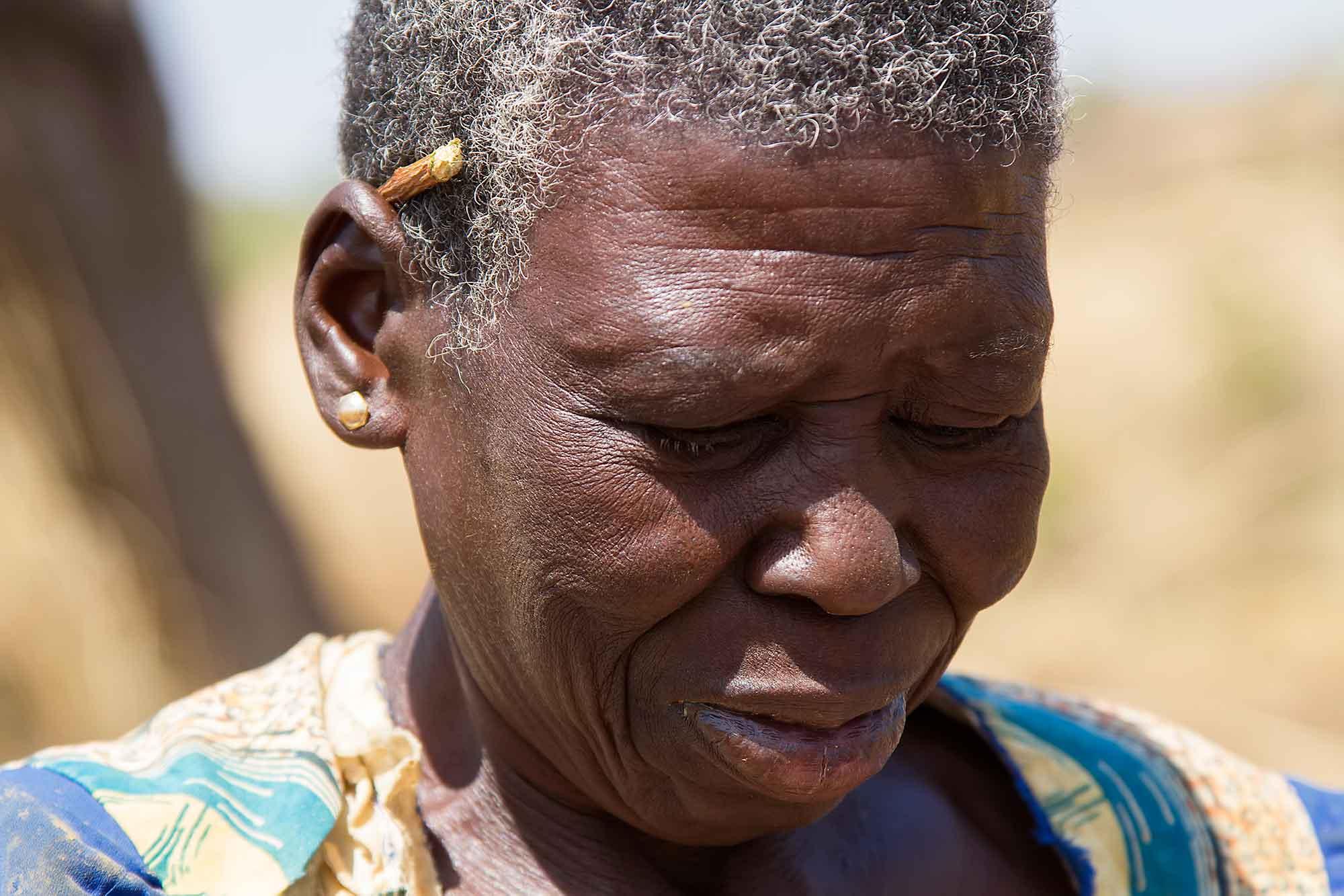portrait-gold-worker-burkina-faso-africa