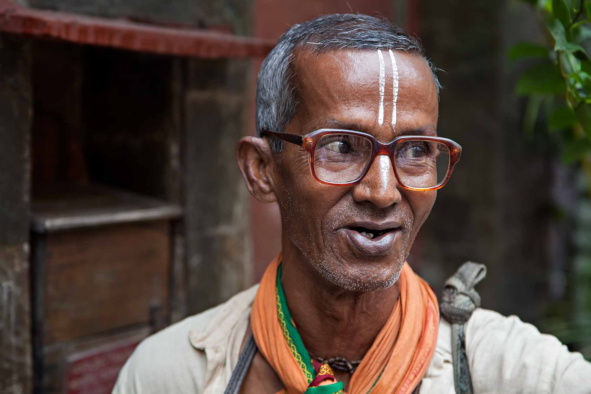 portrait-man-with-glasses-kolkata-india