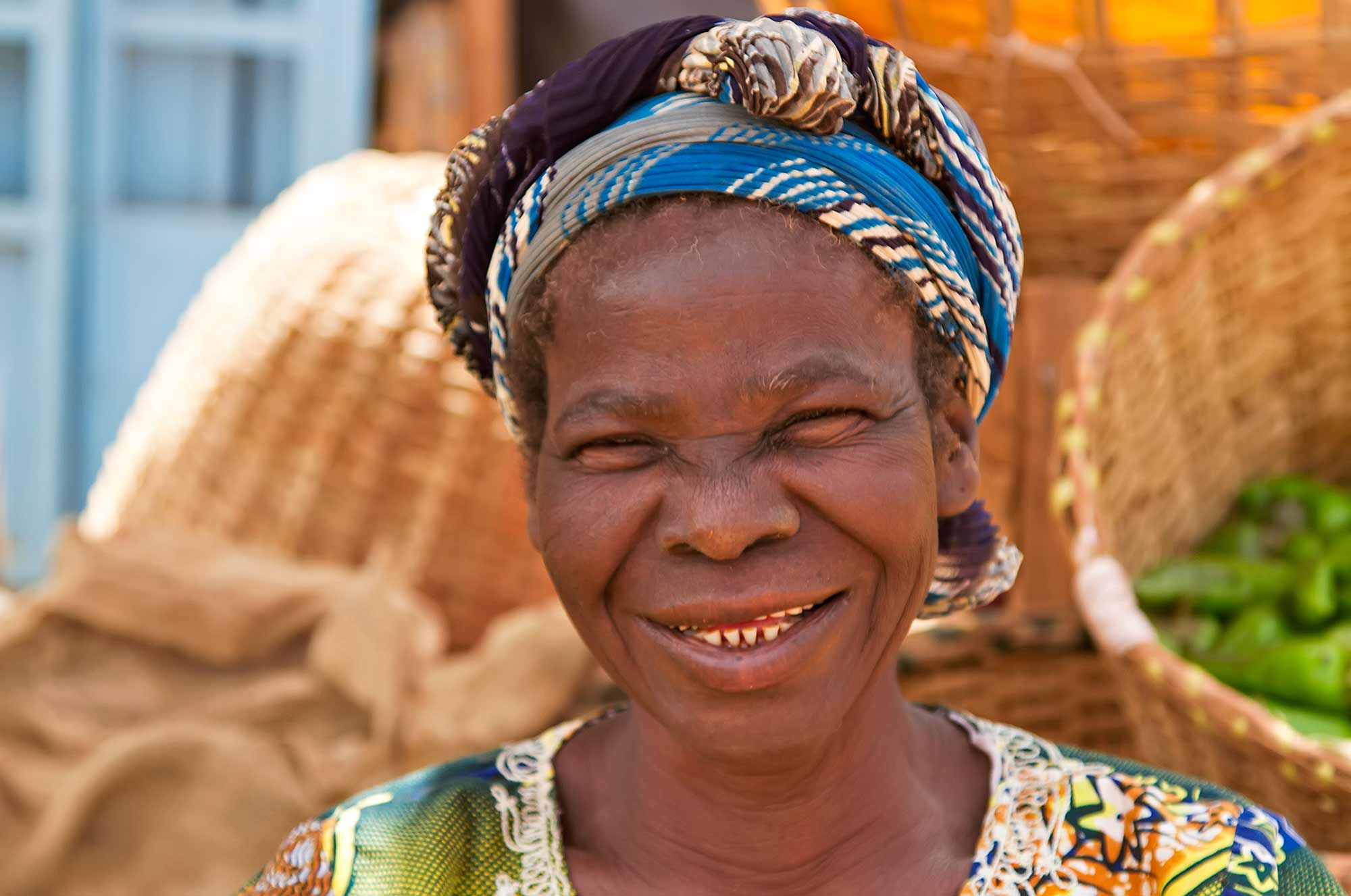 portrait-market-woman-burkina-faso-ouagadougou-africa