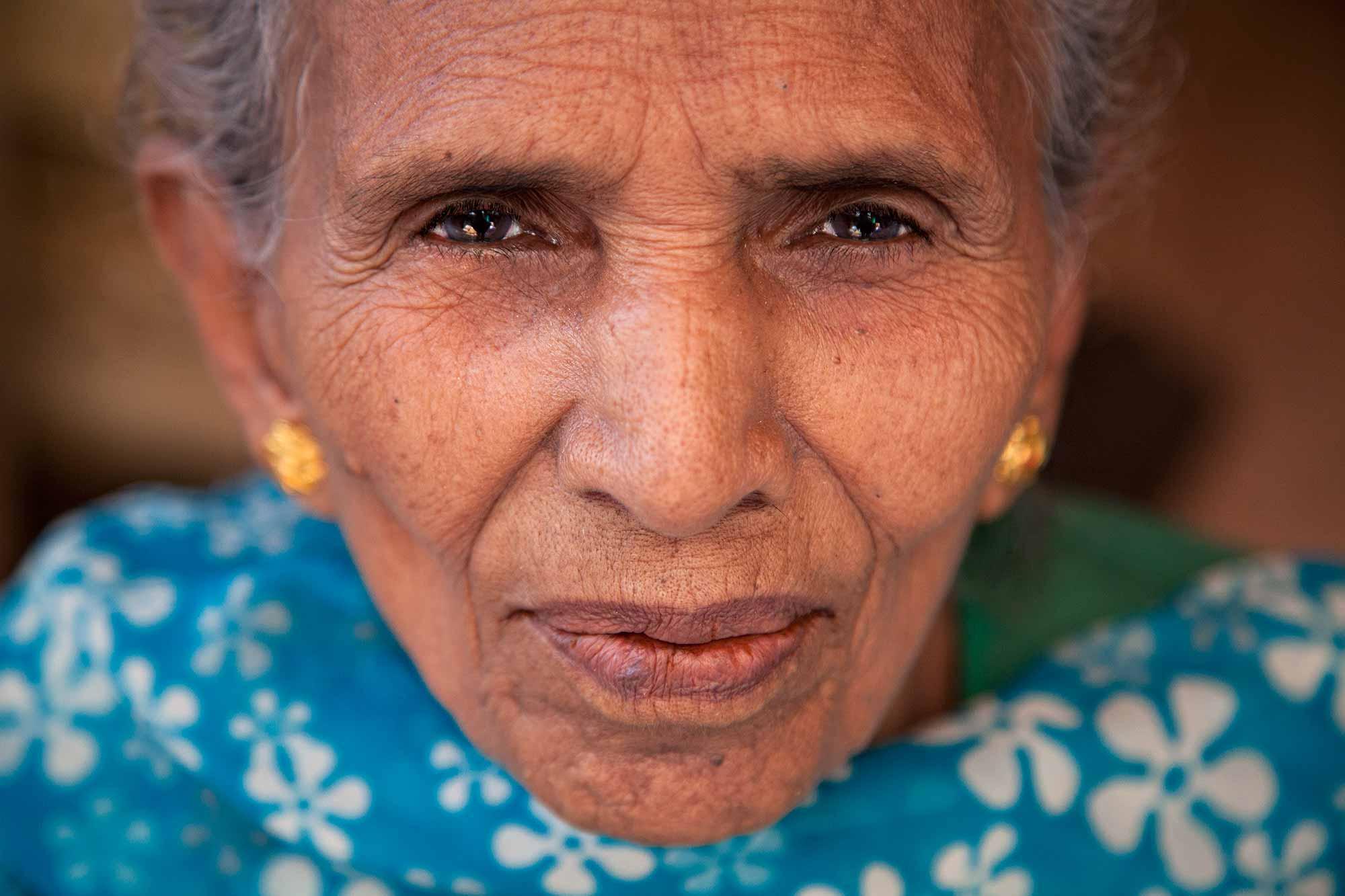 portrait-old-lady-wrinkles-kolkata-west-bengal-india