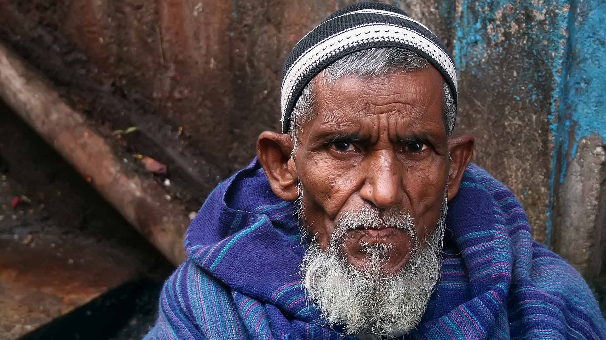 portrait-old-man-darjeeling-india-featured-1