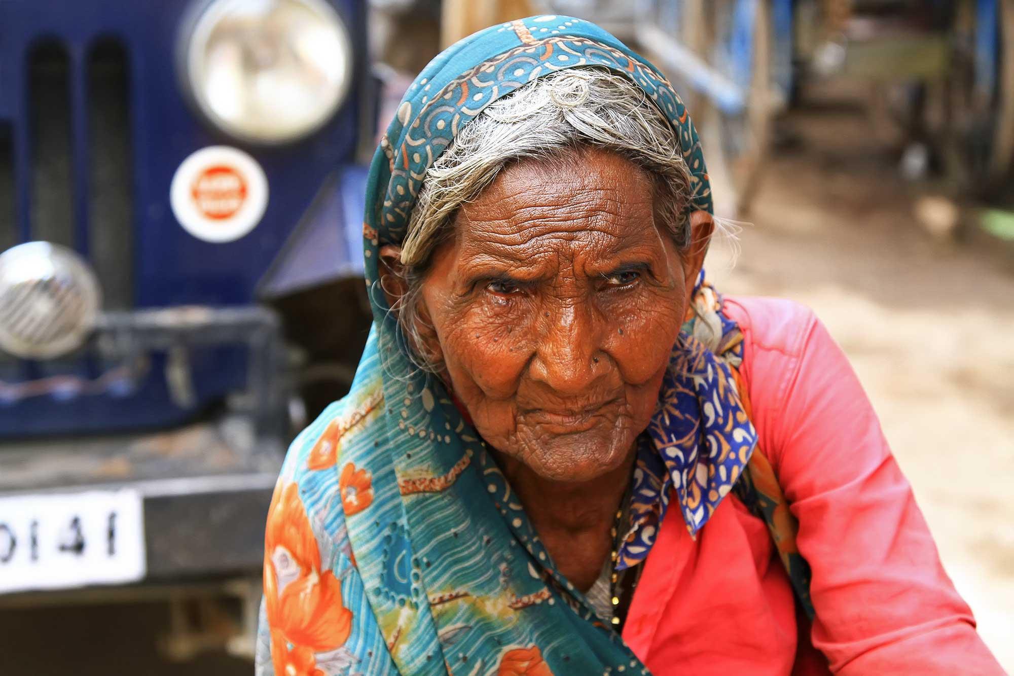 portrait-old-woman-steets-varanasi-india