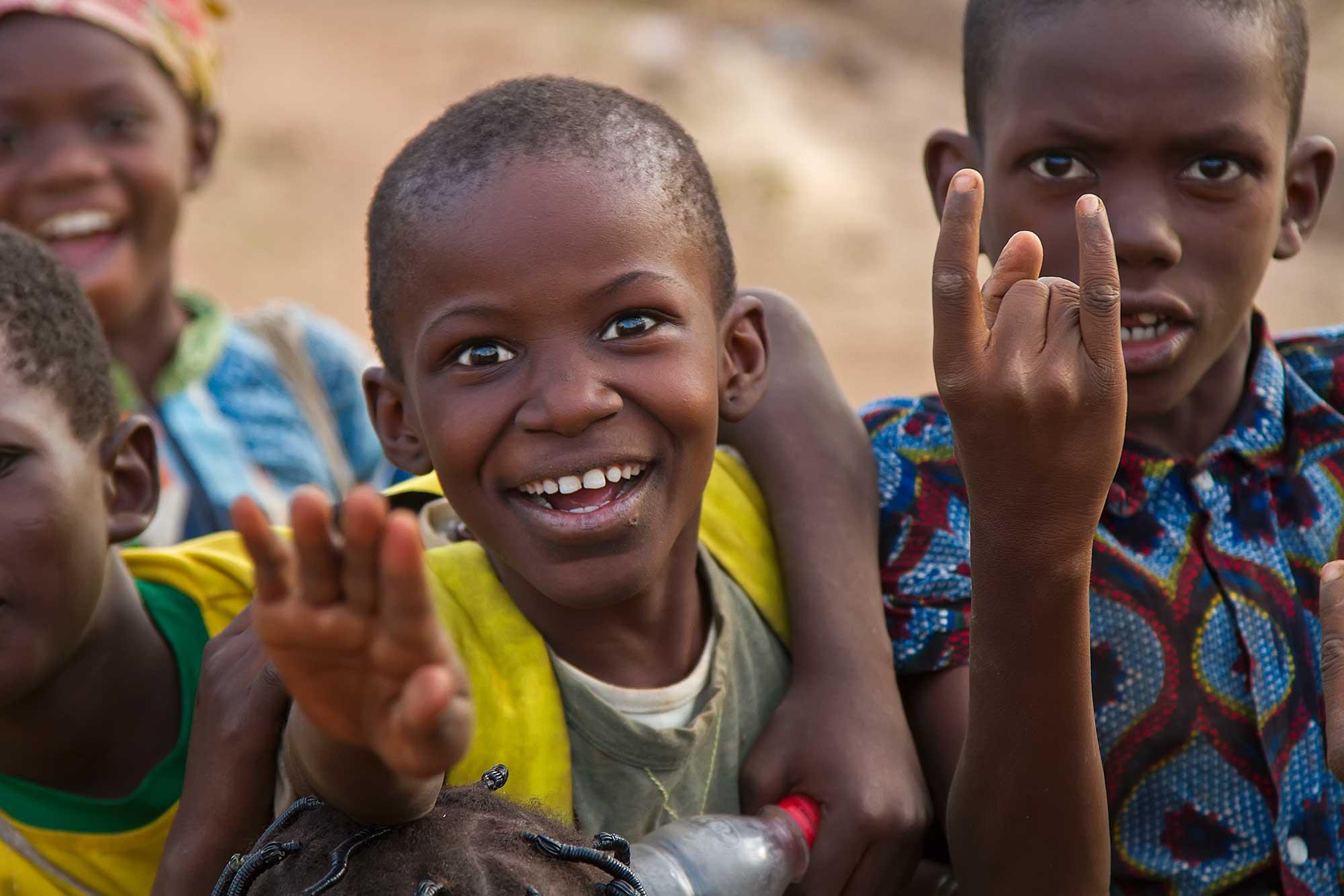 portrait-playing-kids-ouagadougou-burkina-faso-africa
