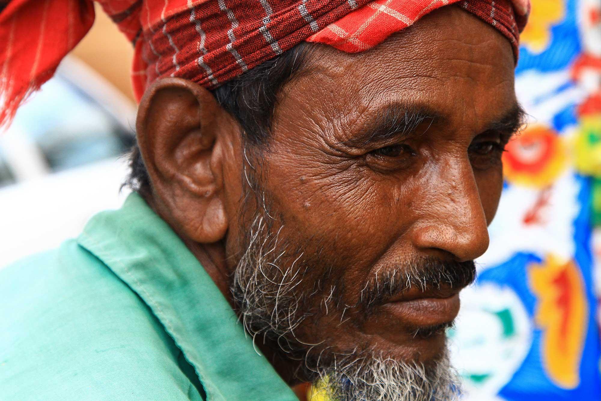 portrait-rikscha-driver-dhaka-bangladesh