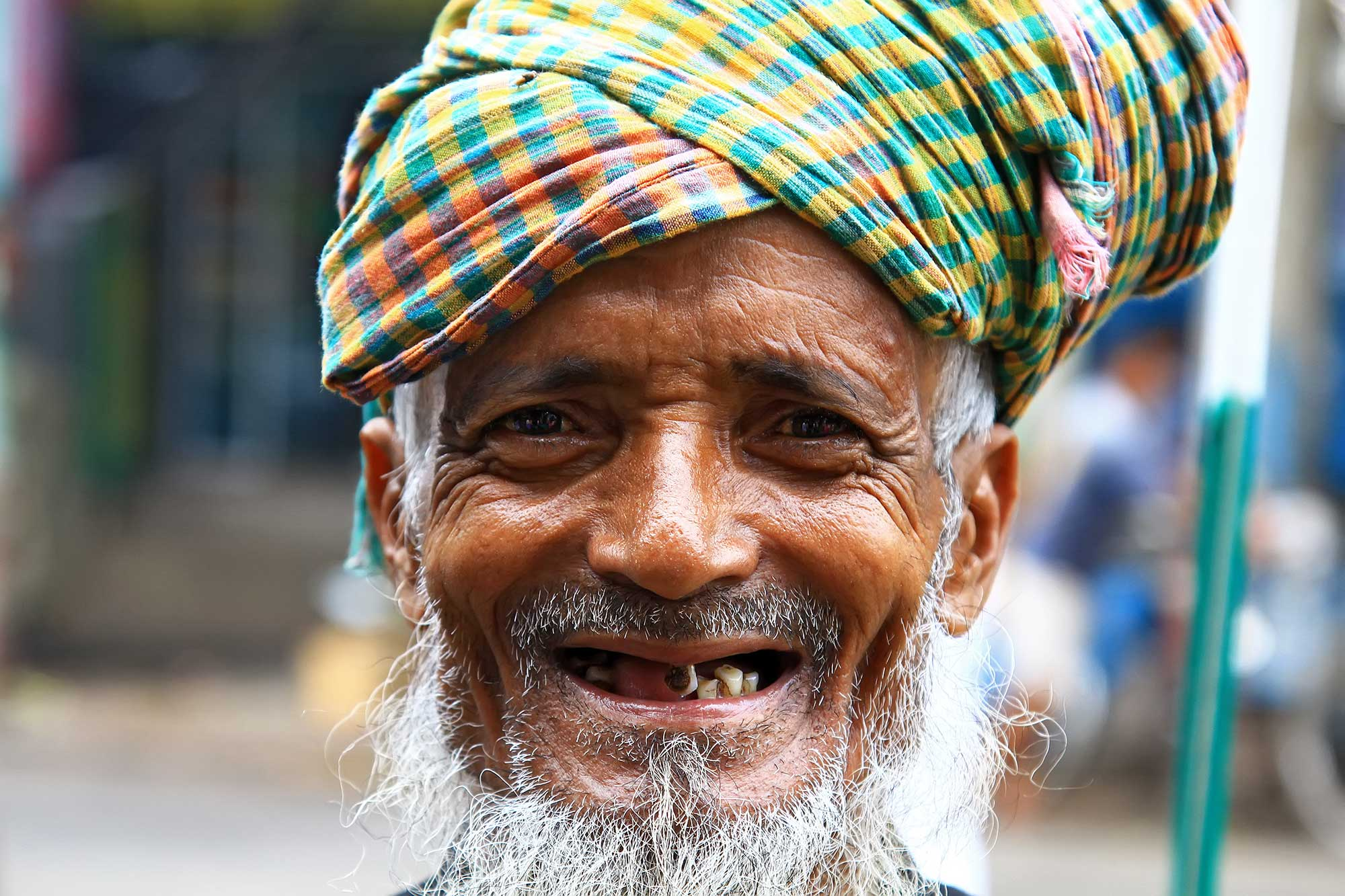portrait-smiling-man-with-no-teeth-kolkata-india