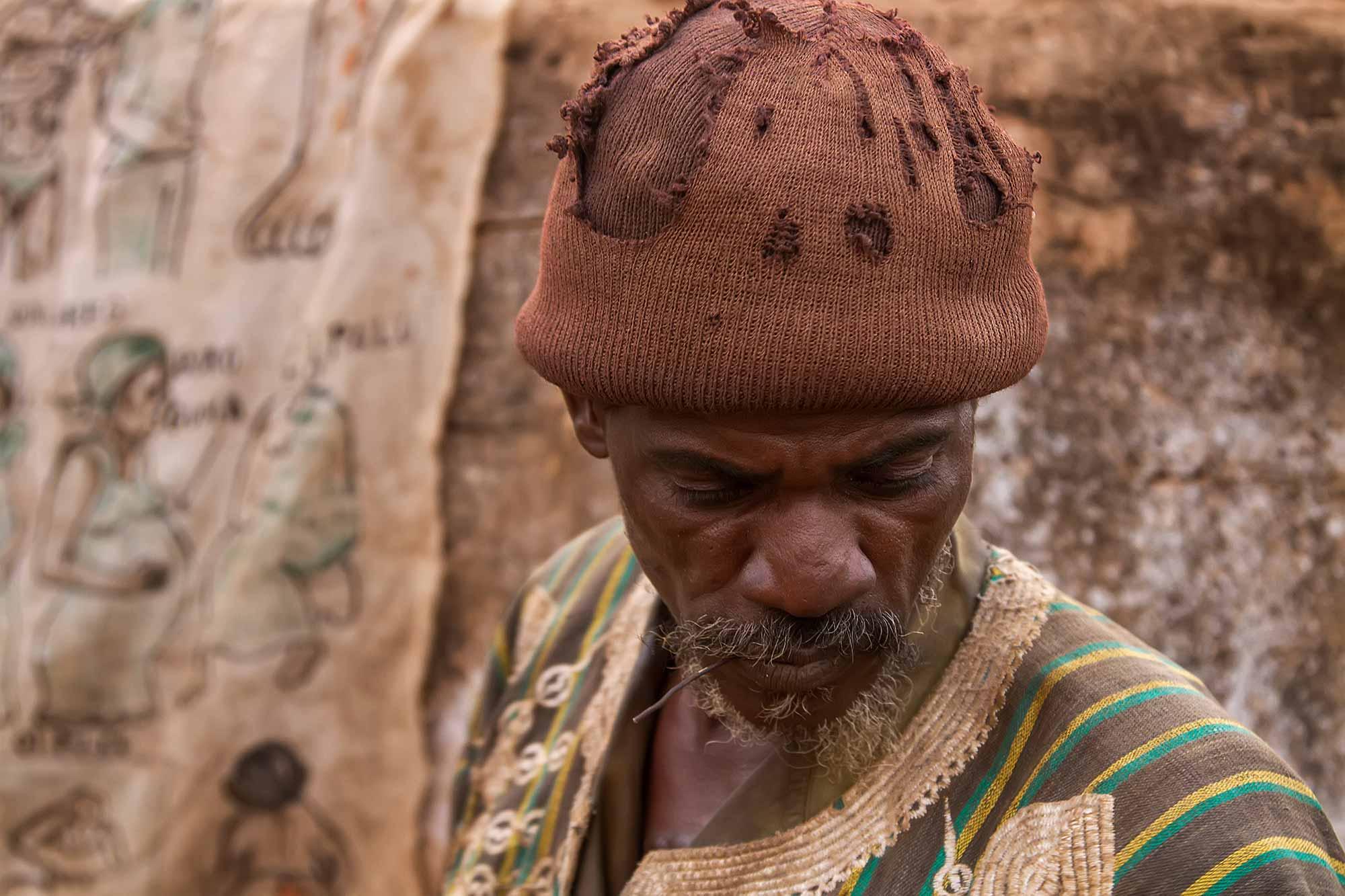 portrait-vodoo-seller-burkina-faso-africa