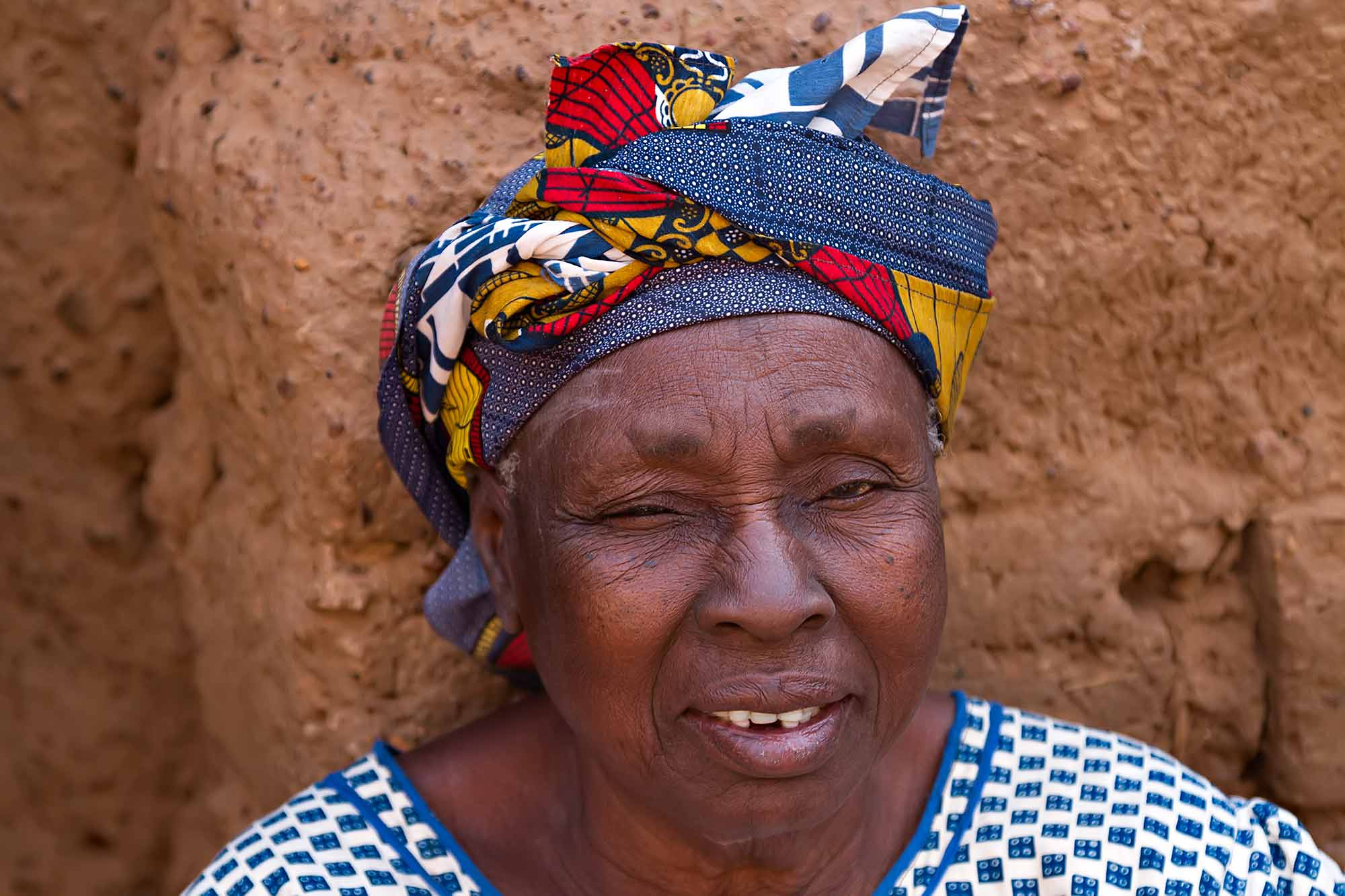 portrait-woman-in-bobo-dioulasso-burkina-faso-africa