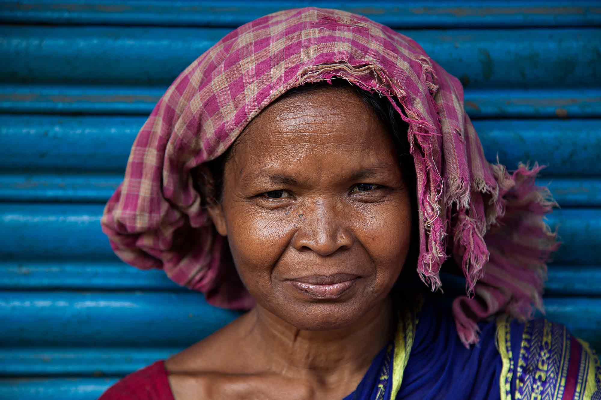 portrait-woman-in-front-of-blue-wall-kolkata-india