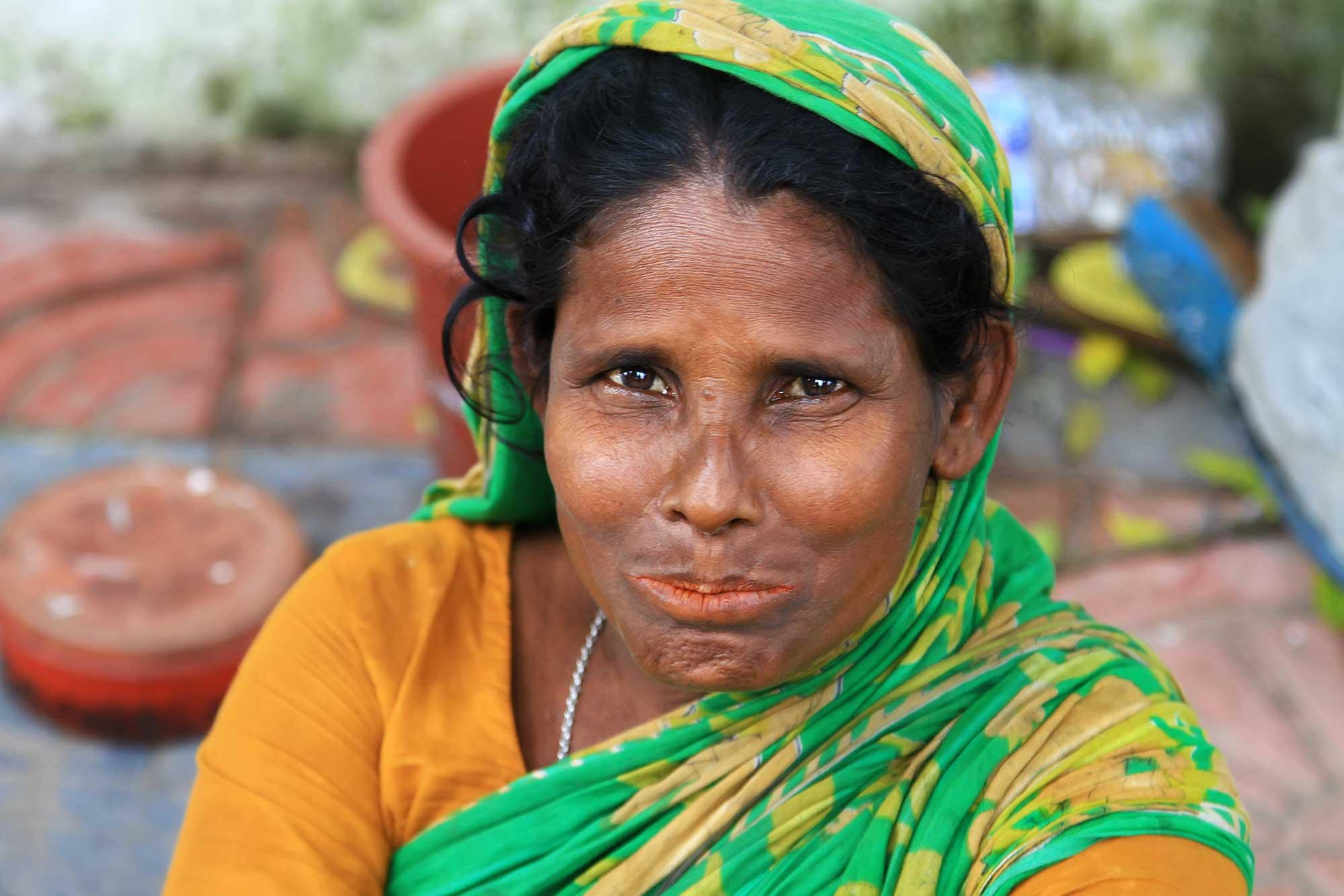 portrait-woman-streets-dhaka-bangladesh
