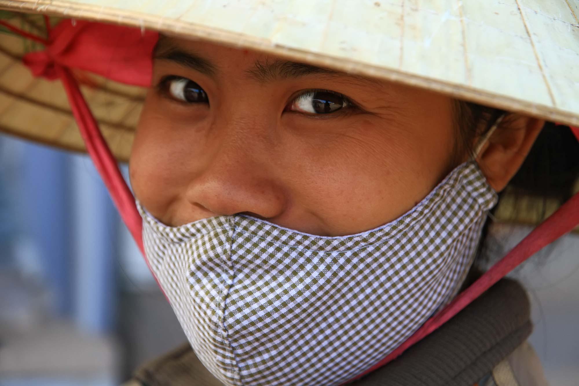 portrait-woman-with-hat-laos