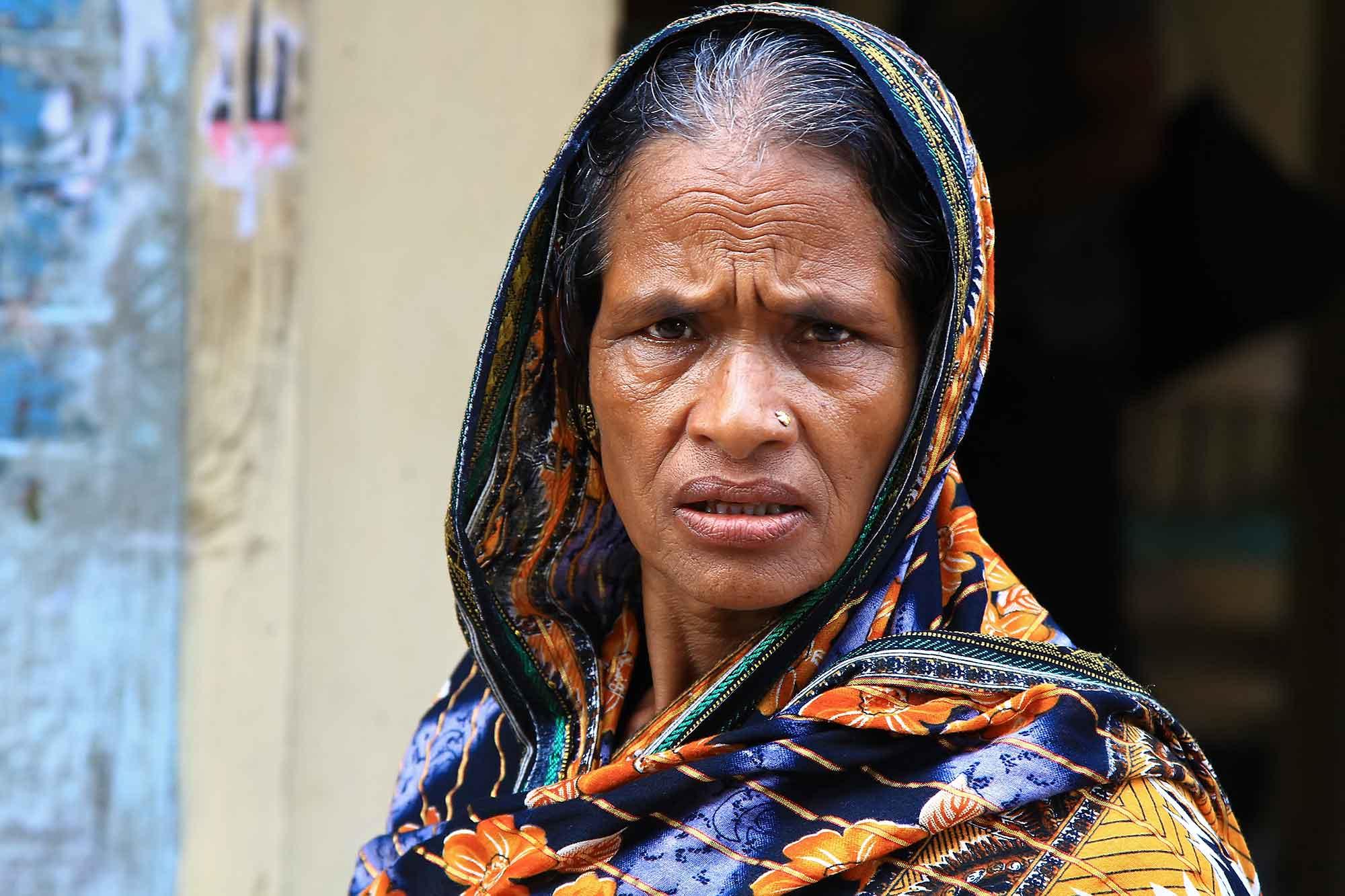 portrait-woman-with-scarf-dhaka-bangladesh