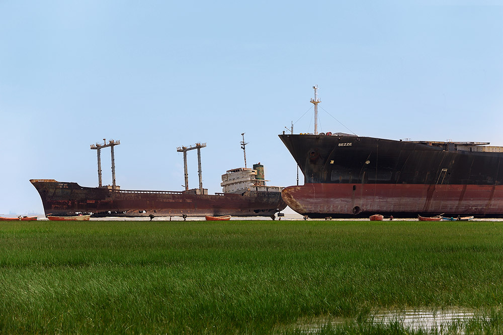 ship-breaking-yard-chittagong-bangladesh-featured