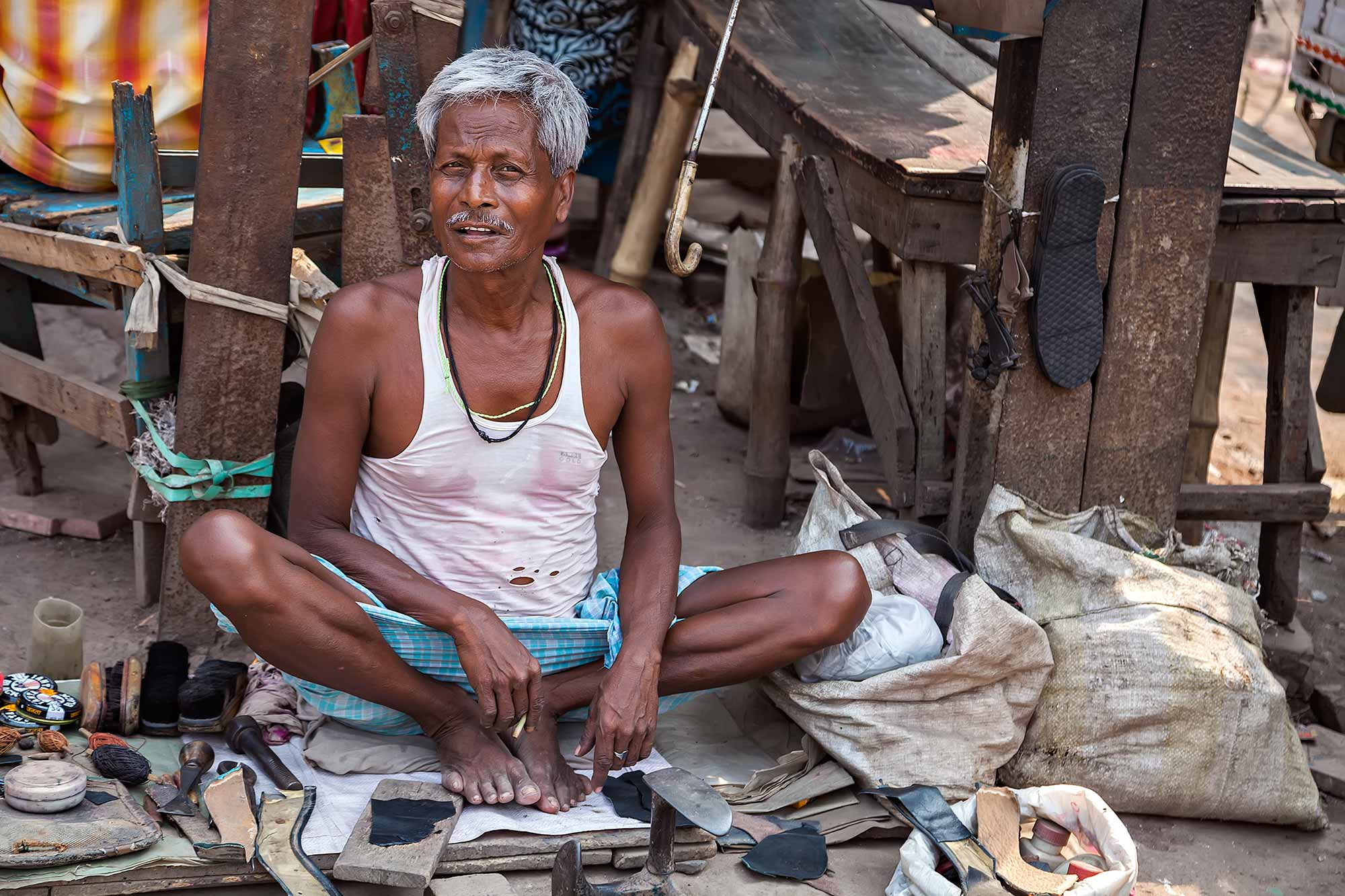 shoe-maker-streets-kolkata-west-bengal-india-1-2