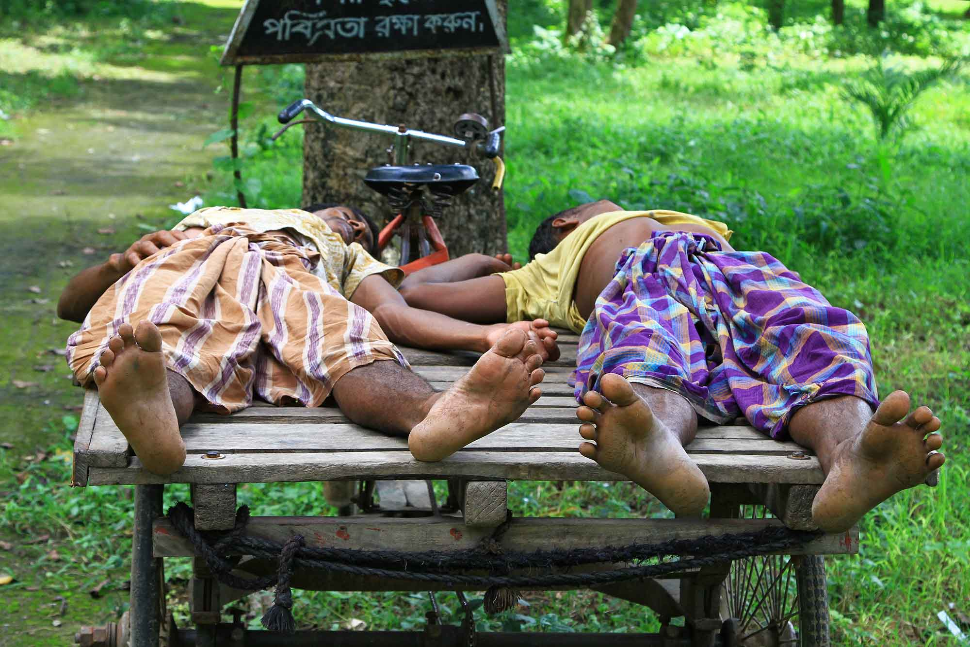 Grave diggers taking a rest at the Christian cemetery in Dhaka. © Ulli Maier & Nisa Maier