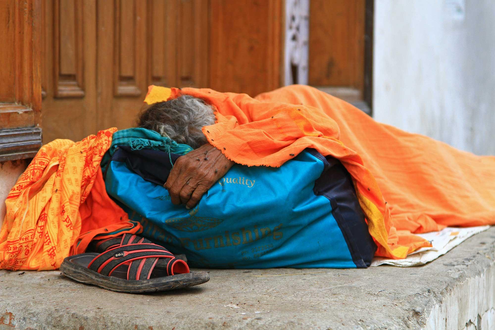 sleeping-hindu-woman-streets-varanasi-india